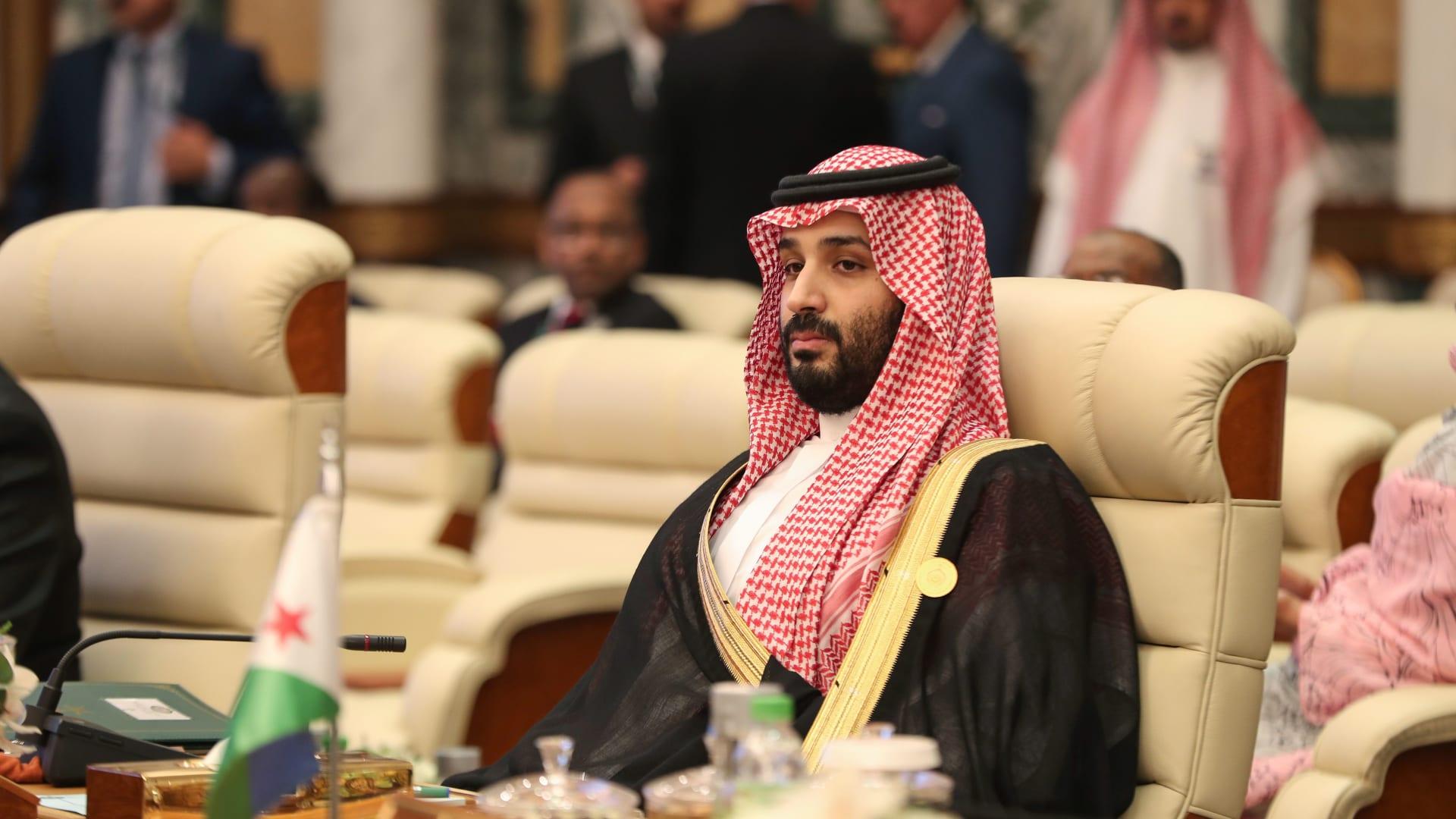 الملك سلمان يوجه رسالة قوية لإيران في القمة الخليجية العربية