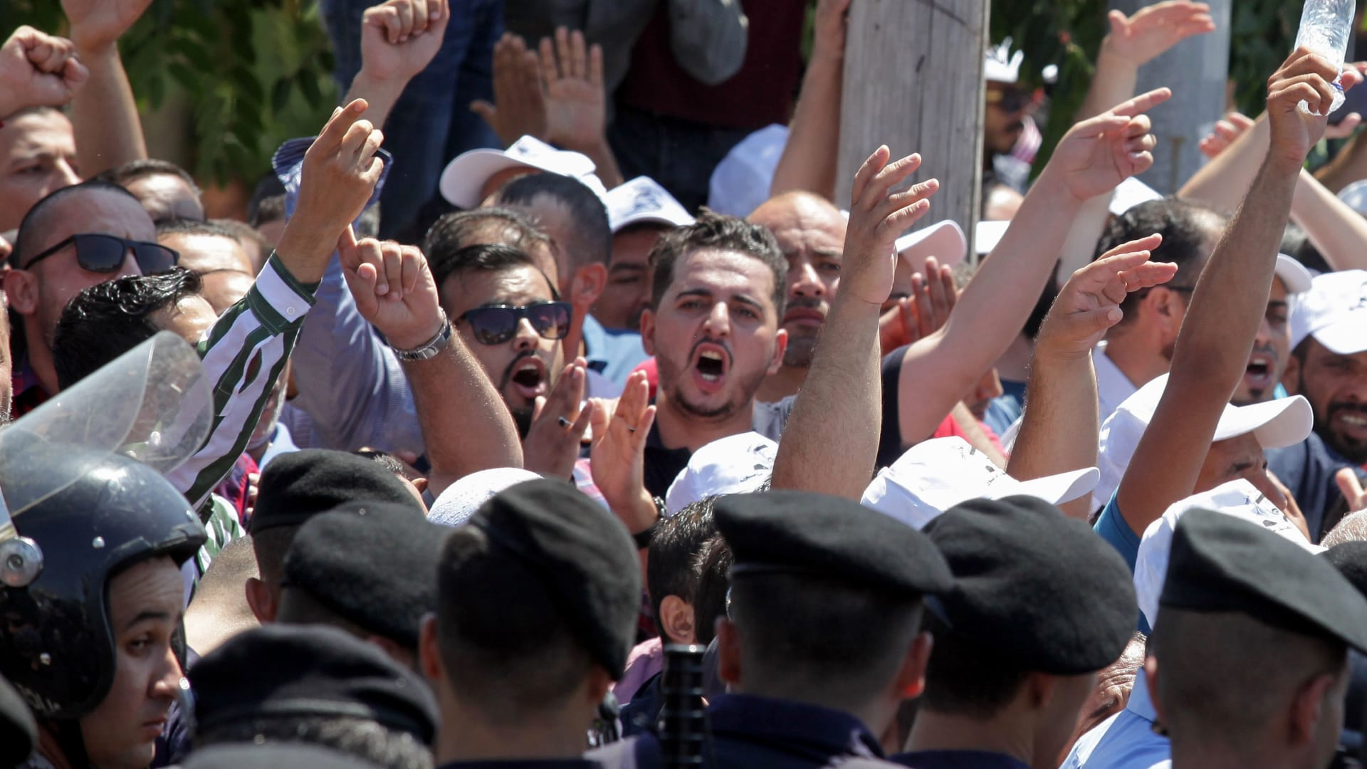 معلمو الأردن يعلنون الإضراب العام بعد منع تنفيذ الوقفة الاحتجاجية