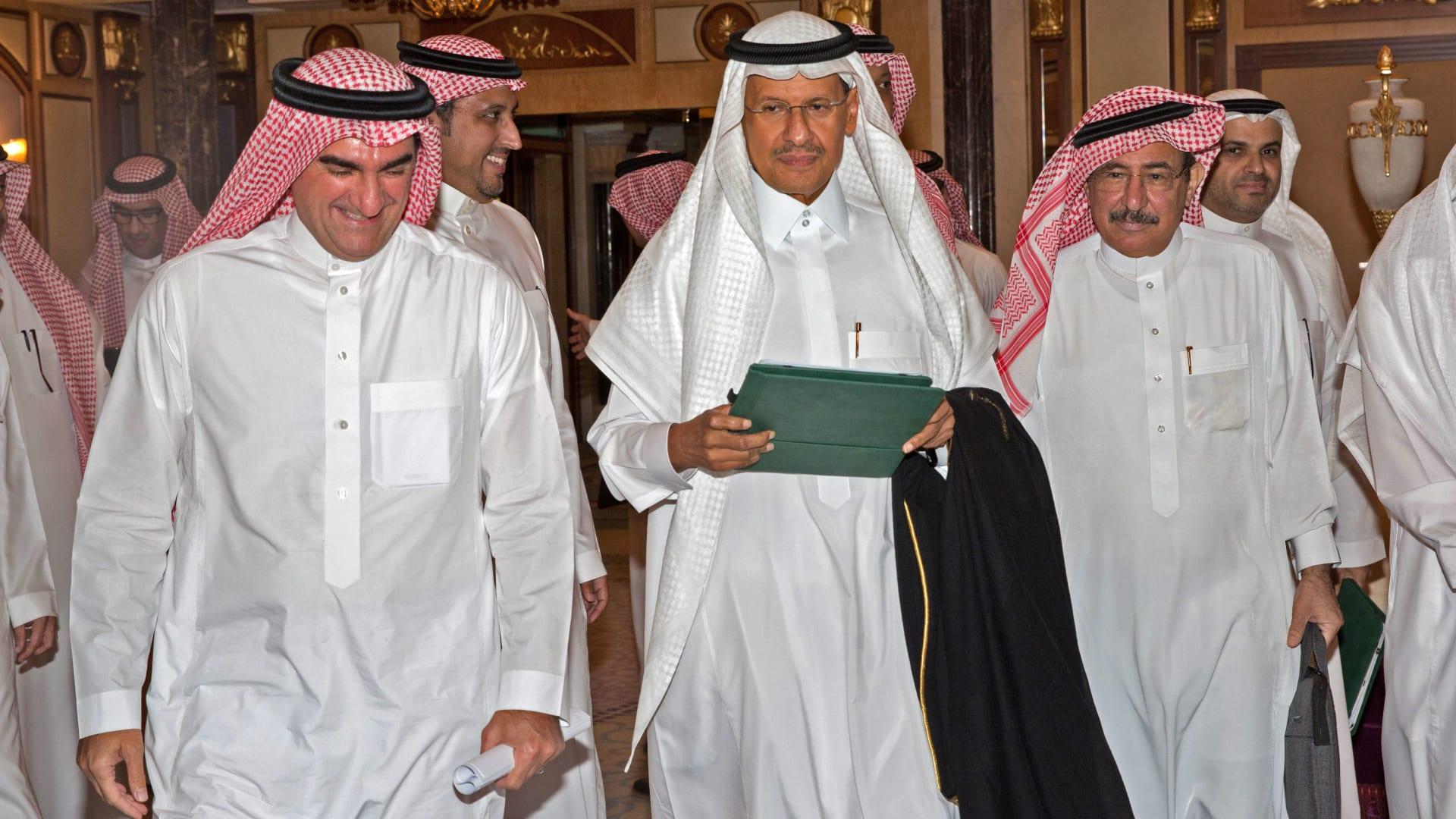 لحظة إعلان وزير الطاقة السعودي عودة إمدادات أرامكو