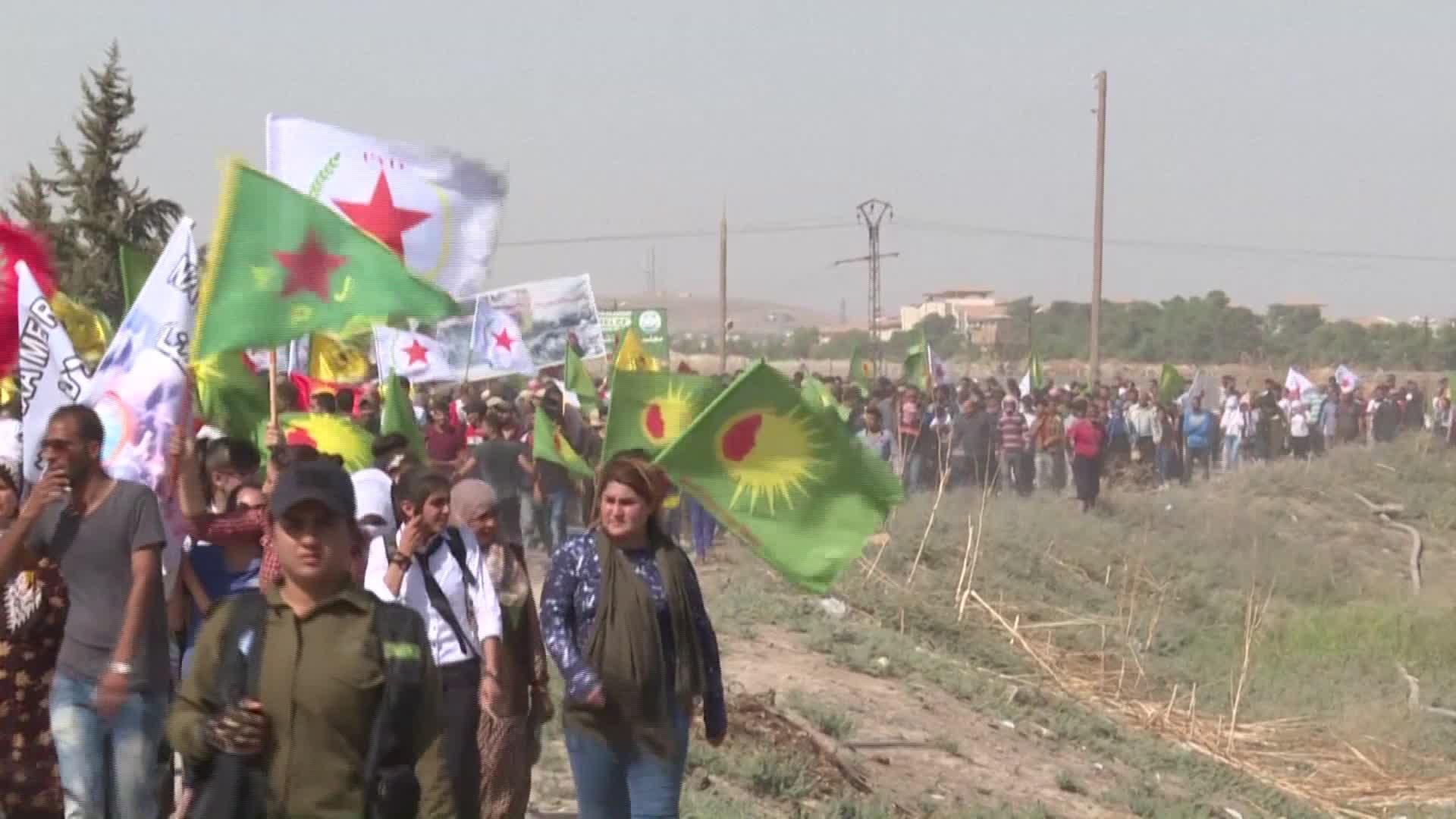 أكراد يحتجون في سوريا ضد تركيا.. وقوات أمريكا تبدأ الانسحاب