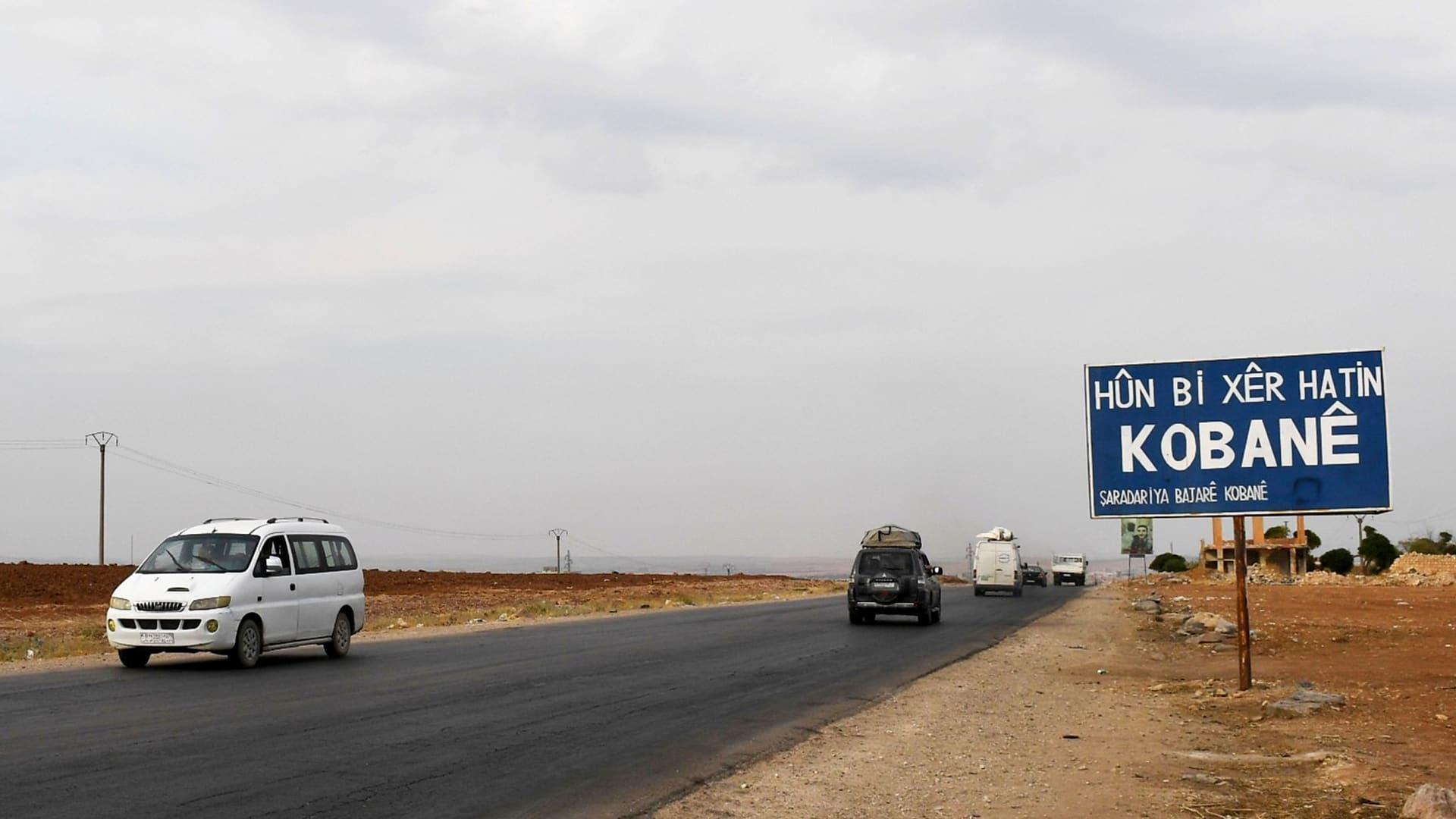 أكراد سوريا يدفنون قتلاهم وتحالفاتهم القديمة إثر هجوم تركيا