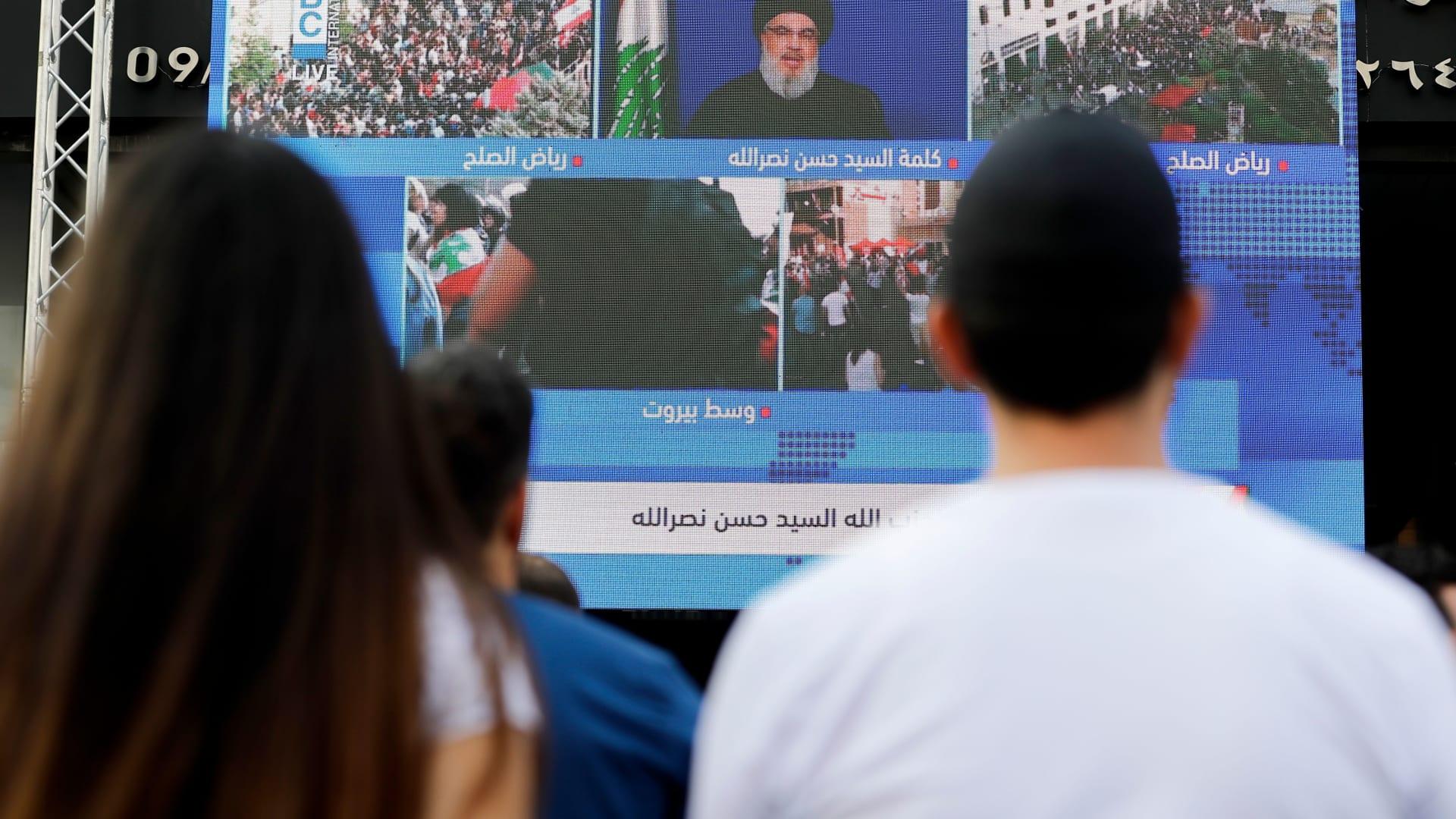 """المرأة تتصدر مظاهرات لبنان.. """"وفتاة ثائرة"""" تصبح عروس الساحات"""