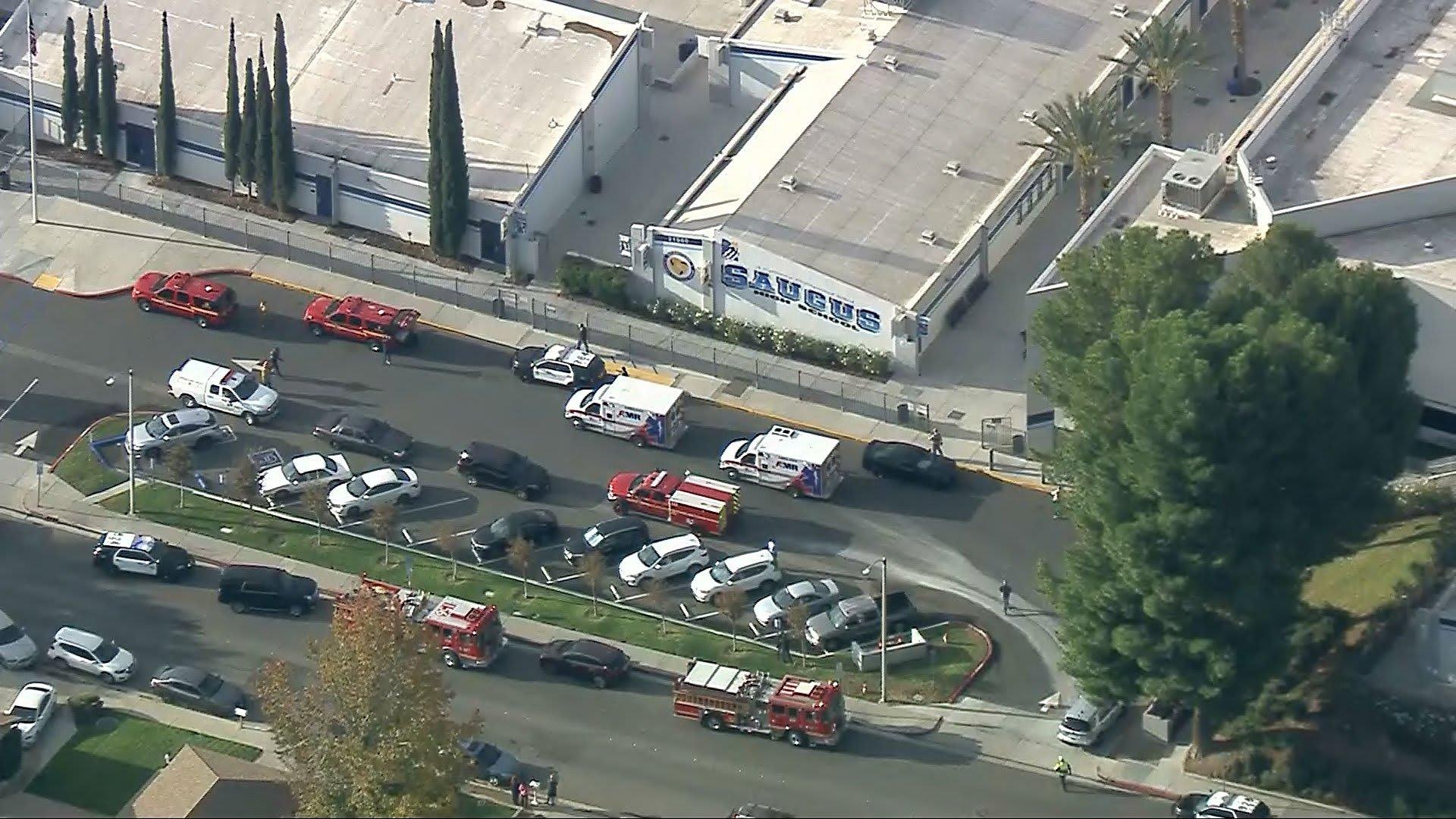اللحظات الأولى بعد اطلاق النار في مدرسة ثانوية بكاليفورنيا