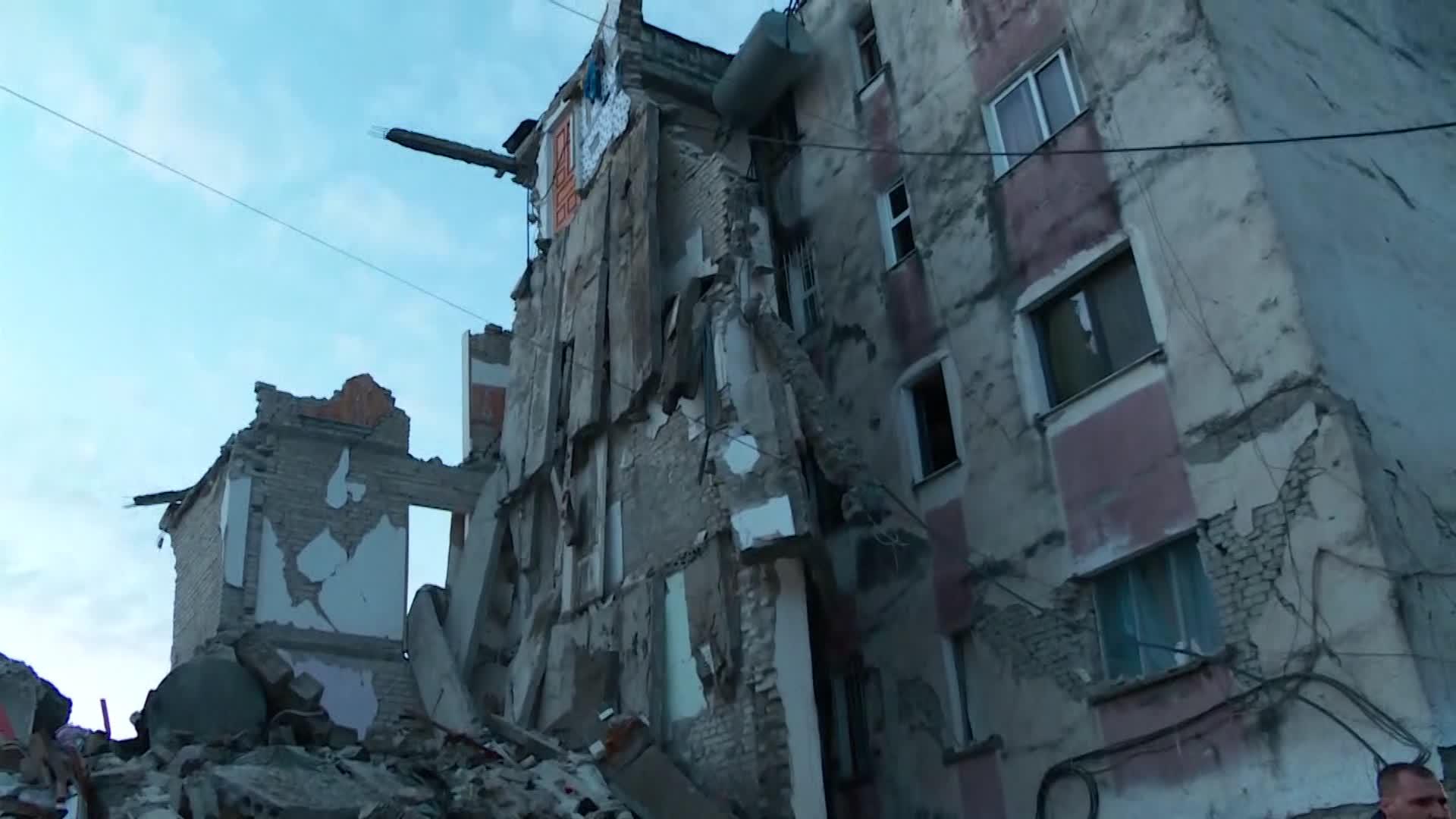 آثار الزلزال الذي ضرب ألبانيا، الثلاثاء