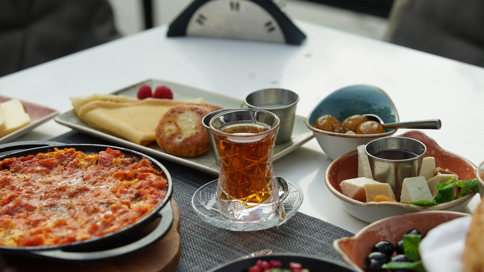 وجبة إفطار على الطريقة الأذربيجانية