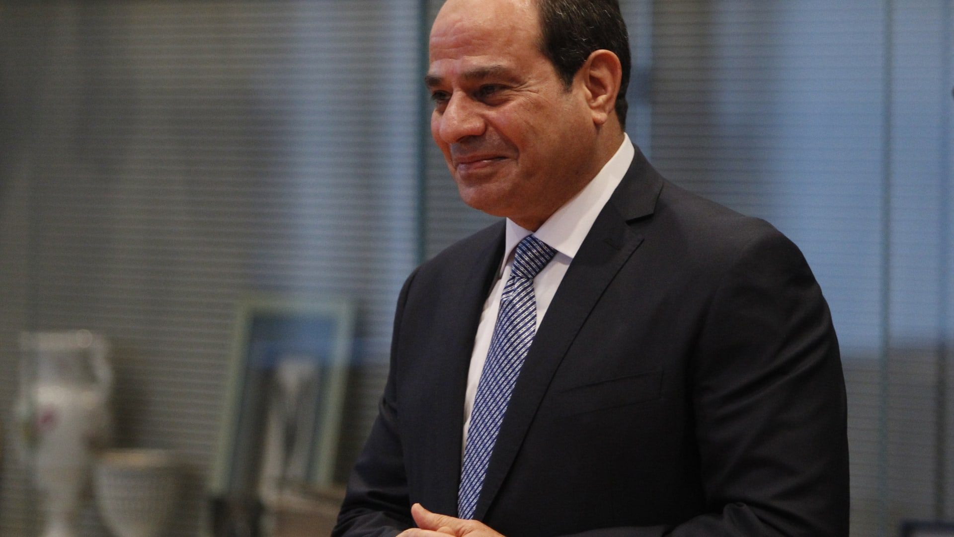 """السيسي: نواجه الإرهاب بـ""""خطة شاملة"""".. ومياه النيل """"مسألة حياة"""""""