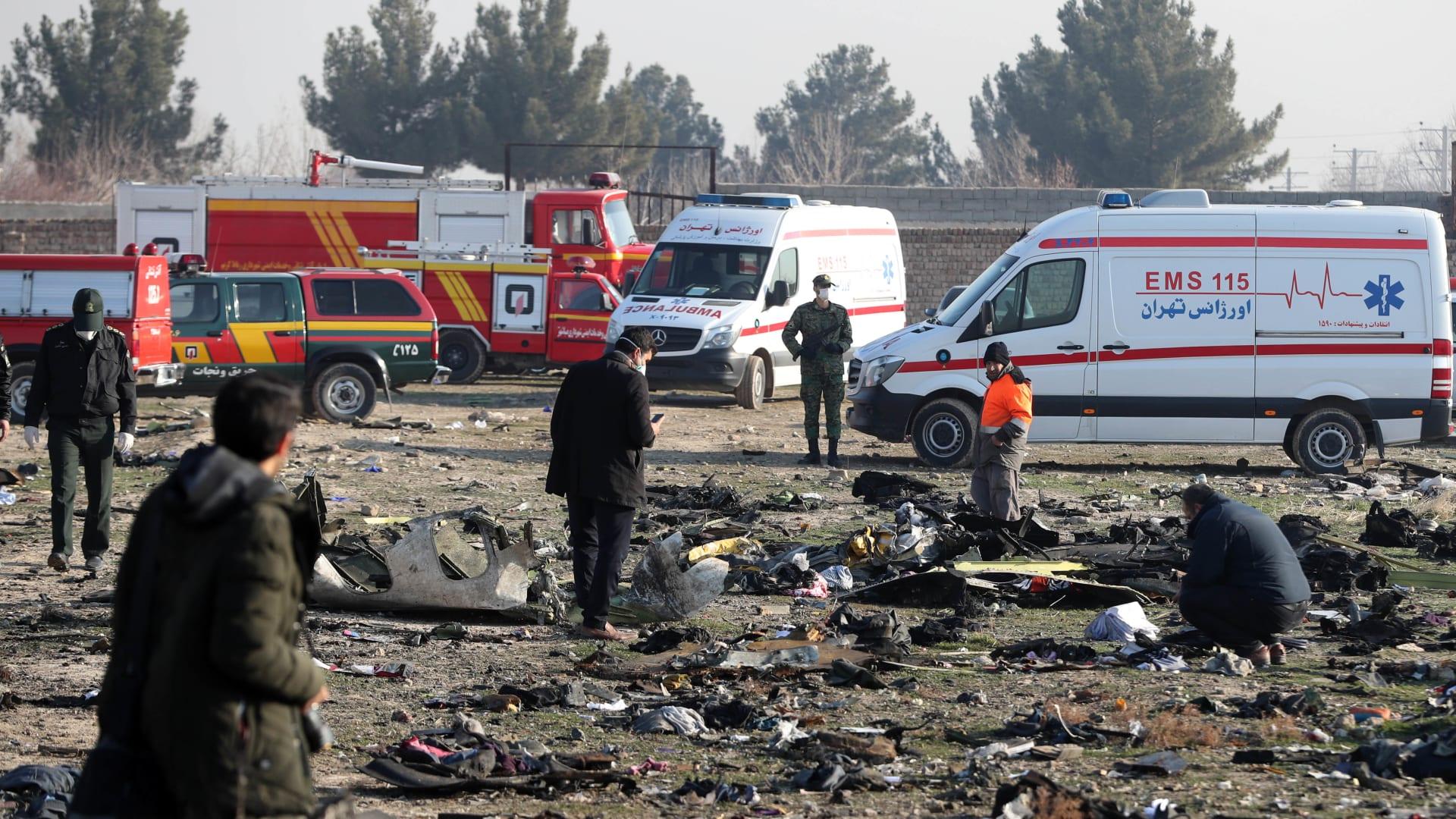 المشاهد الأولية لحطام الطائرة الأوكرانية بعد سقوطها في إيران