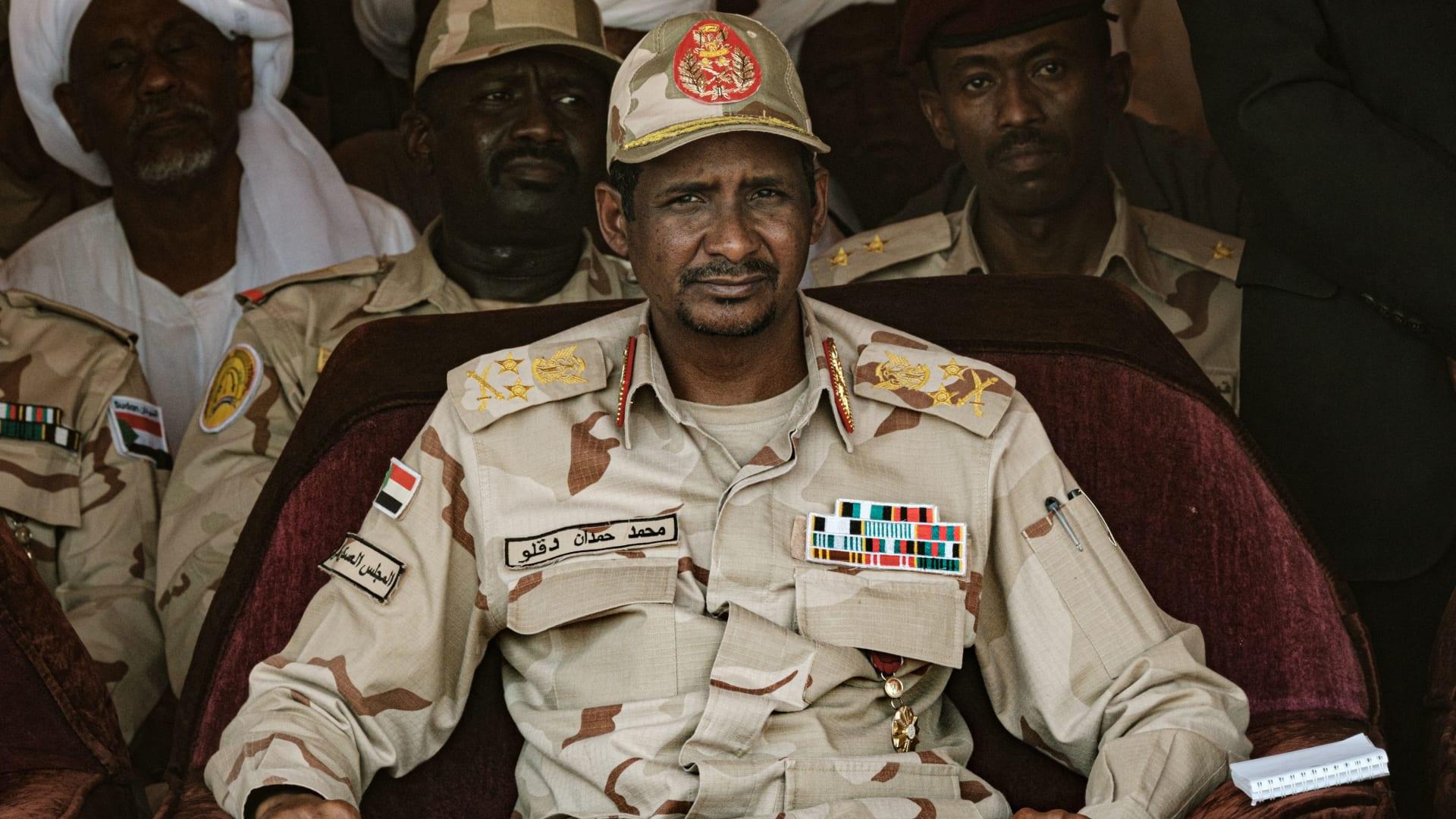 البرهان يؤدي القسم رئيساً للمجلس السيادي الجديد في السودان