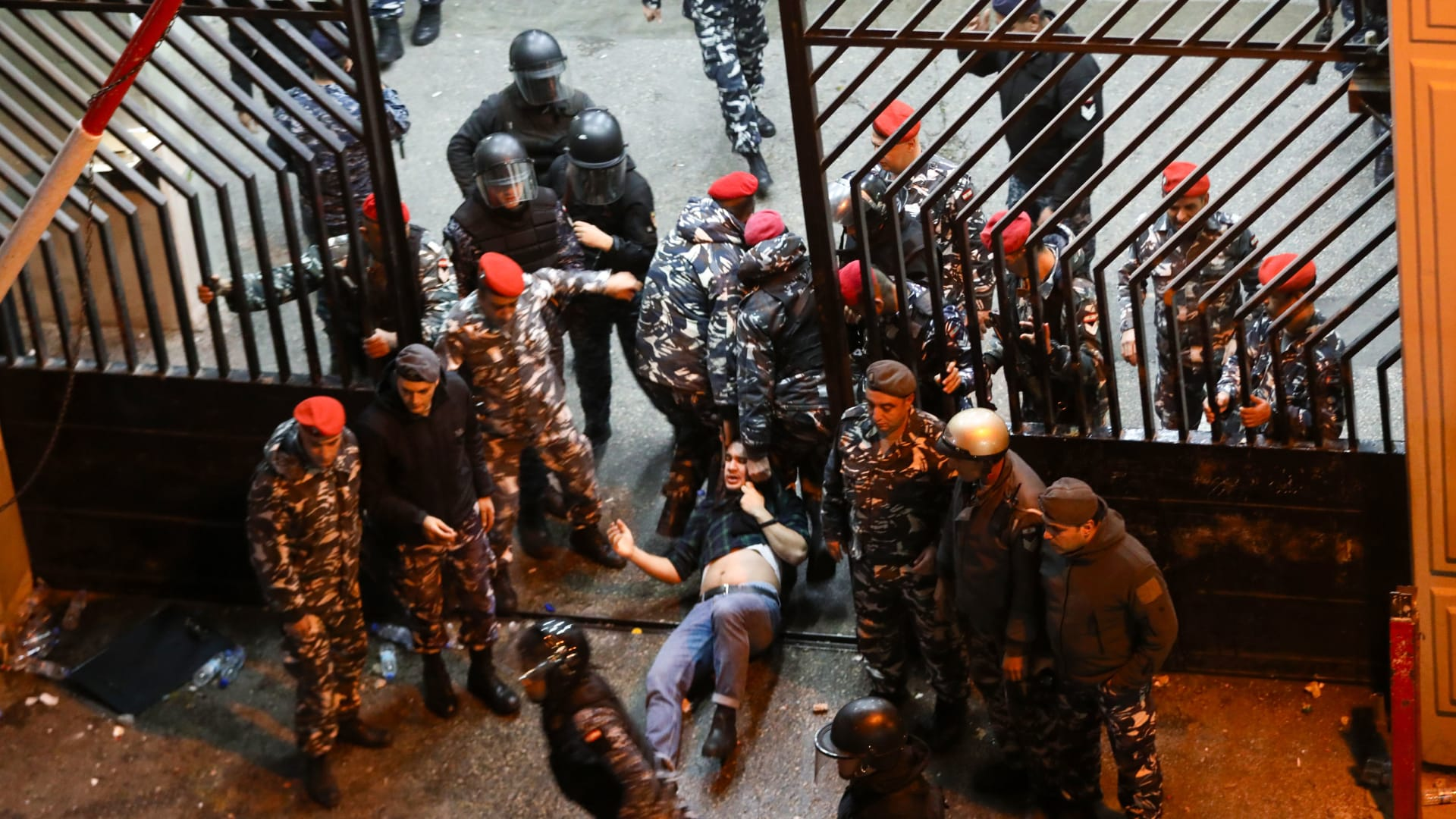 مظاهرات لبنان: موجة غضب جديدة ضد النخبة السياسية