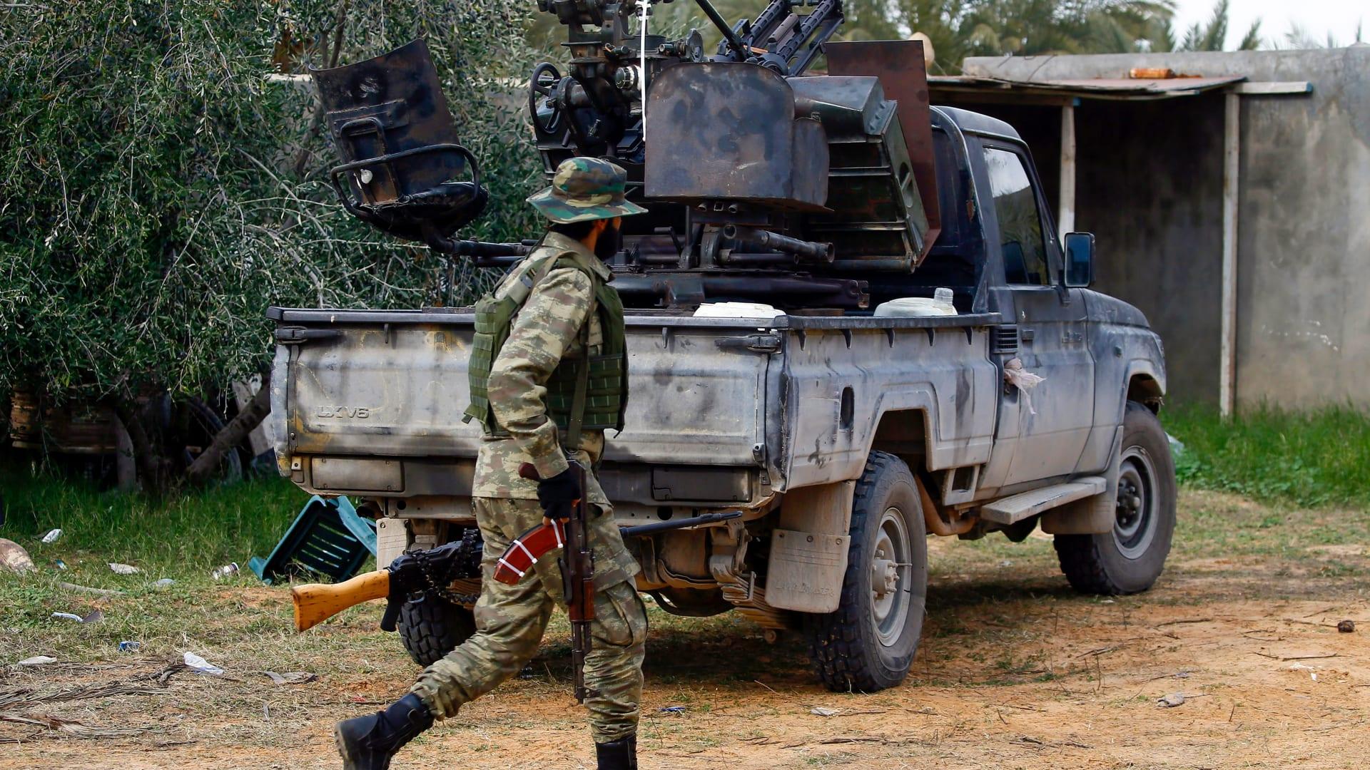 تركيا تتهم فرنسا ومصر بتأجيج العنف في ليبيا