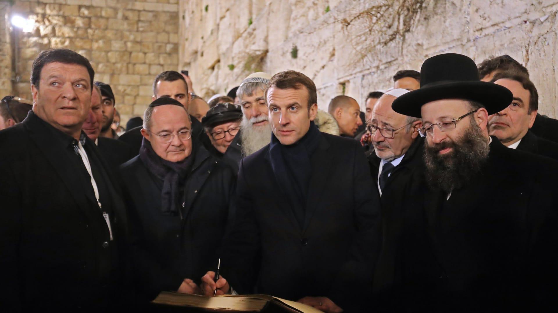 """بـ""""البلدوزر"""" ومتفجرات.. إسرائيل تهدم منازل فلسطينيين بالقدس"""