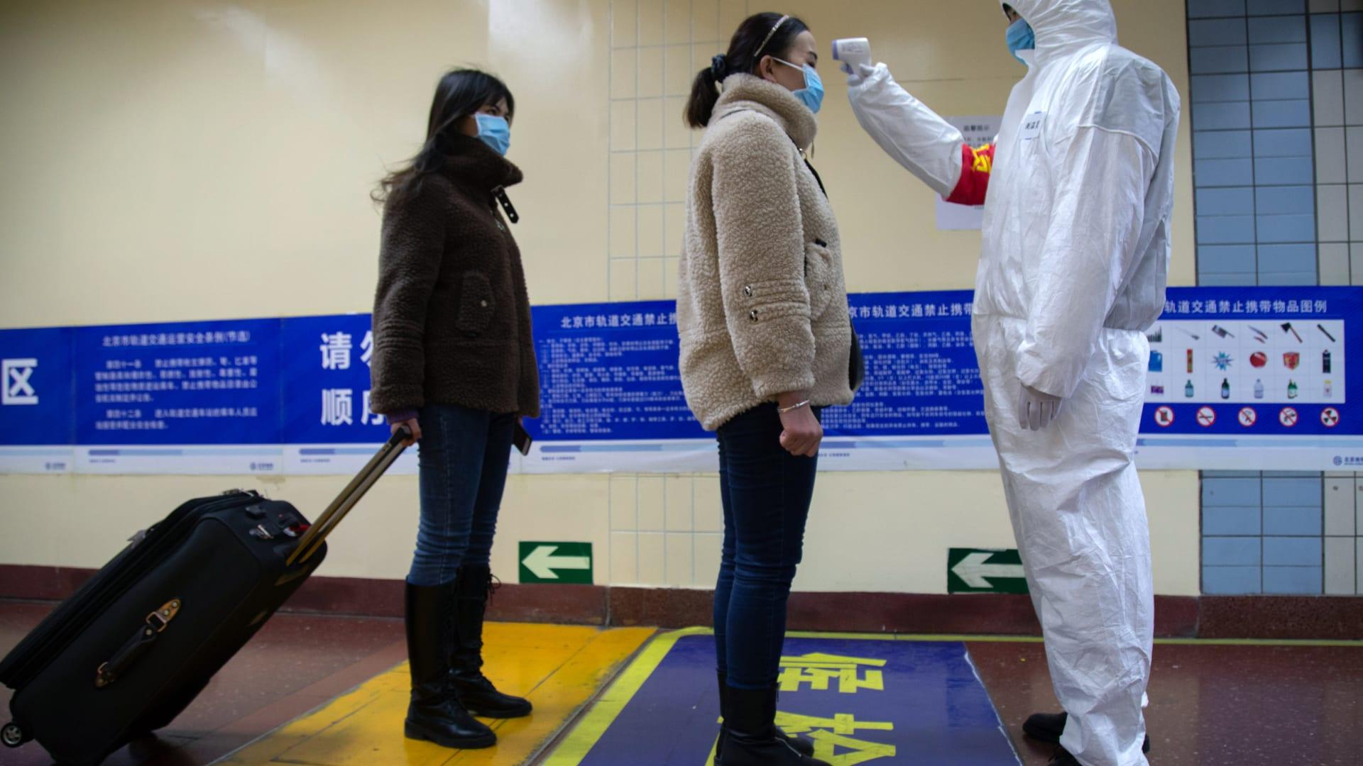 ماذا تفعل عشرات الجرافات في ووهان وسط أزمة فيروس كورونا؟