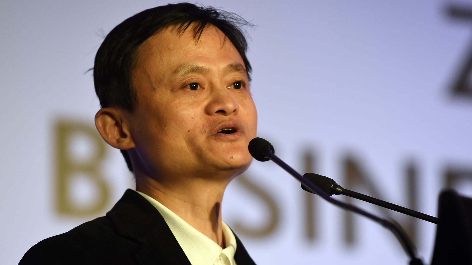 """اكتظاظ معابر الصين وإعلان مزيد من التدابير لاحتواء """"كورونا"""""""