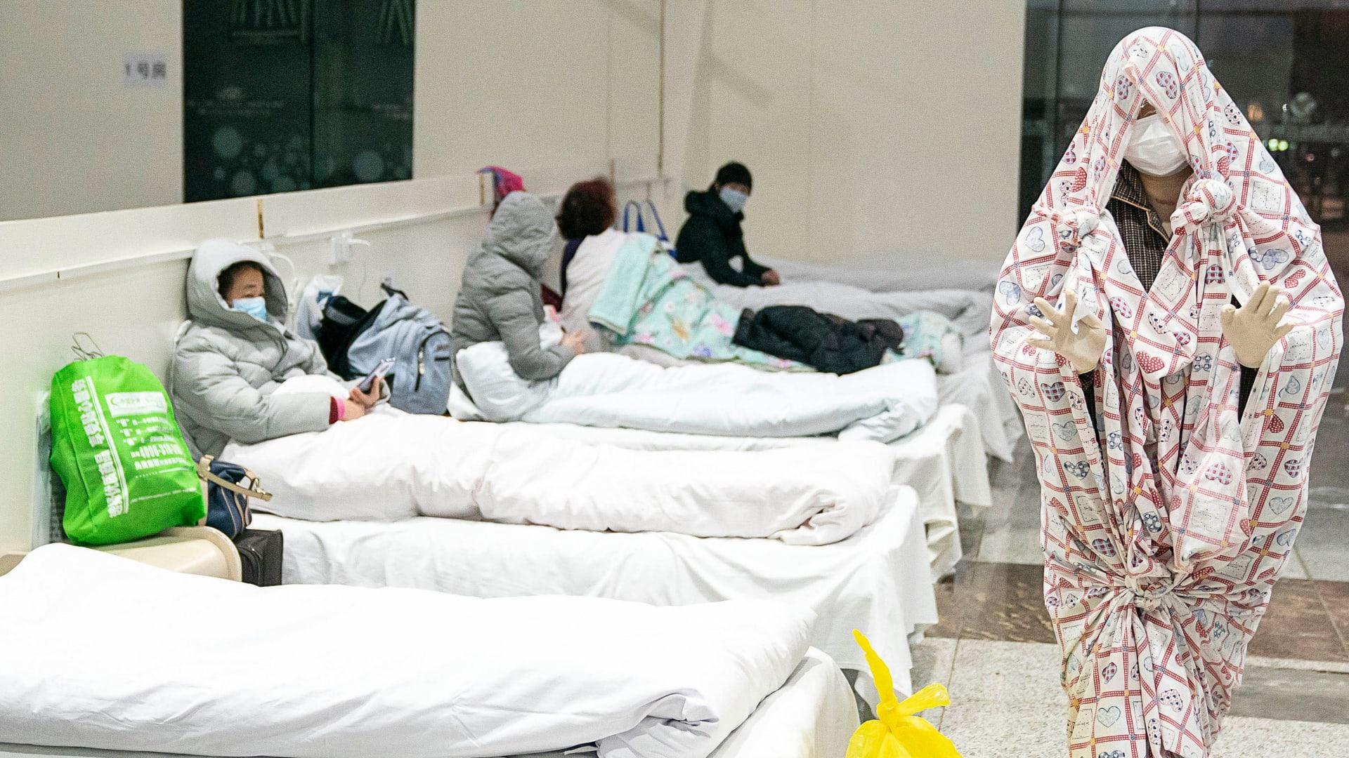"""""""هذه ليست مزحة أو فيلم""""..تجربة طبيبة أمريكية محاصرة في ووهان"""