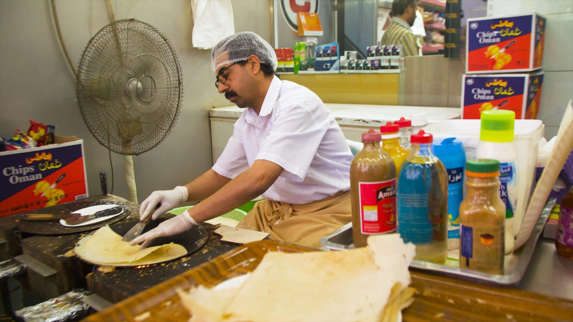 خبز الرقاق الإماراتي في بقالة اللبيب في دبي