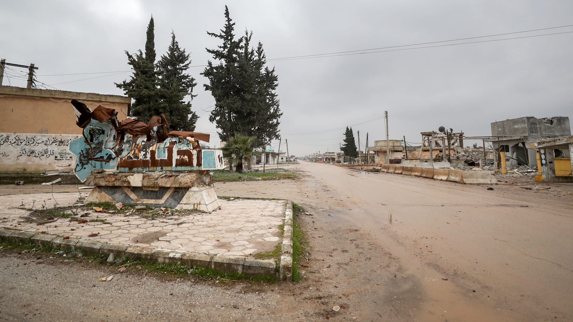 مع تصاعد العنف.. الآلاف ينزحون من إدلب
