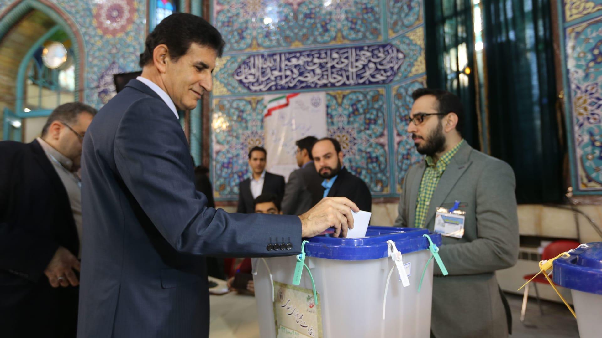 إيران تسابق الزمن لمنع تفشي فيروس كورونا