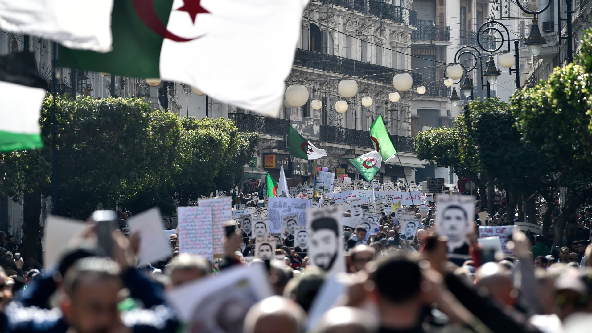 أبرز المحطات في حياة الرئيس الجزائري عبد العزيز بوتفليقة
