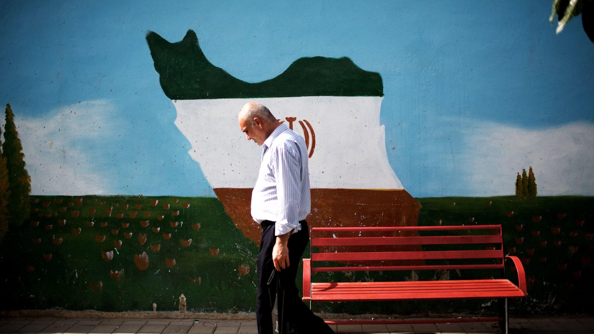 معدل الوفاة من فيروس كورونا في إيران أعلى بكثير من المتوسط العالمي..لماذا؟