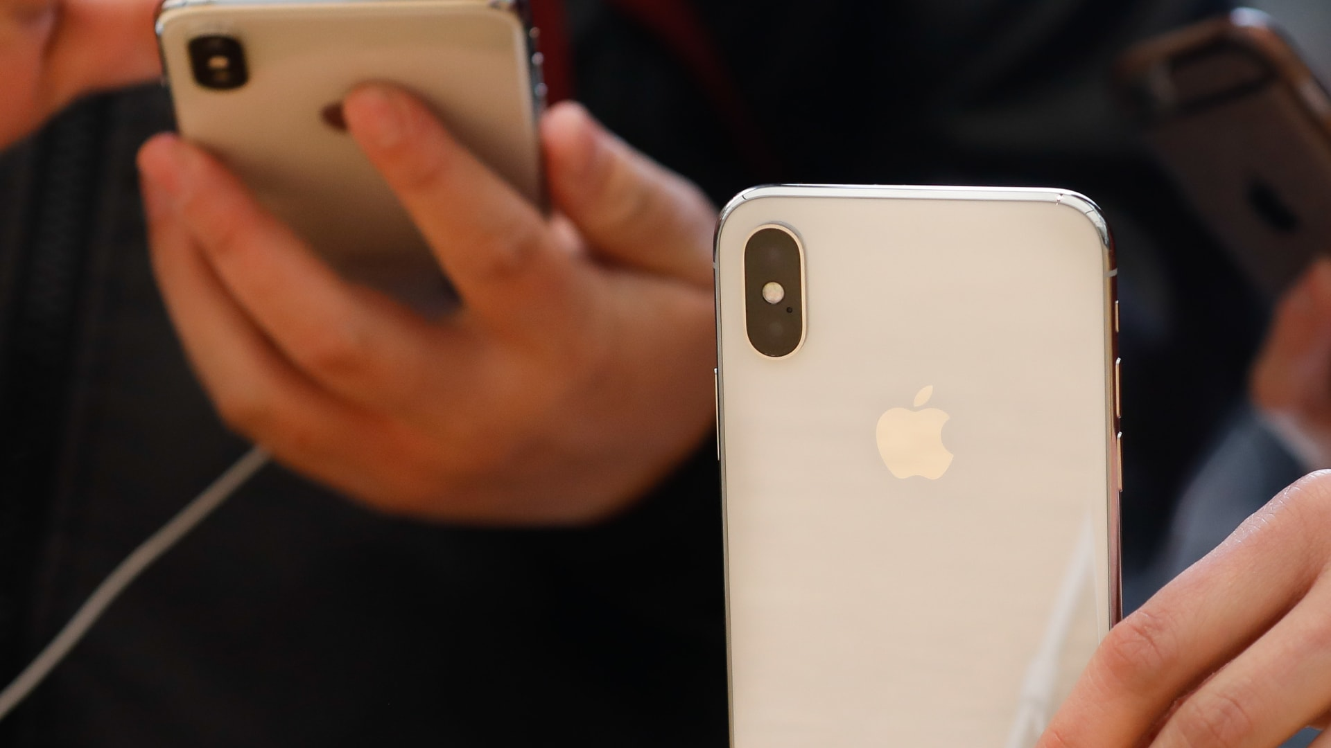أبل تحذر من نقص في انتاج أجهزة آيفون بسبب كورونا