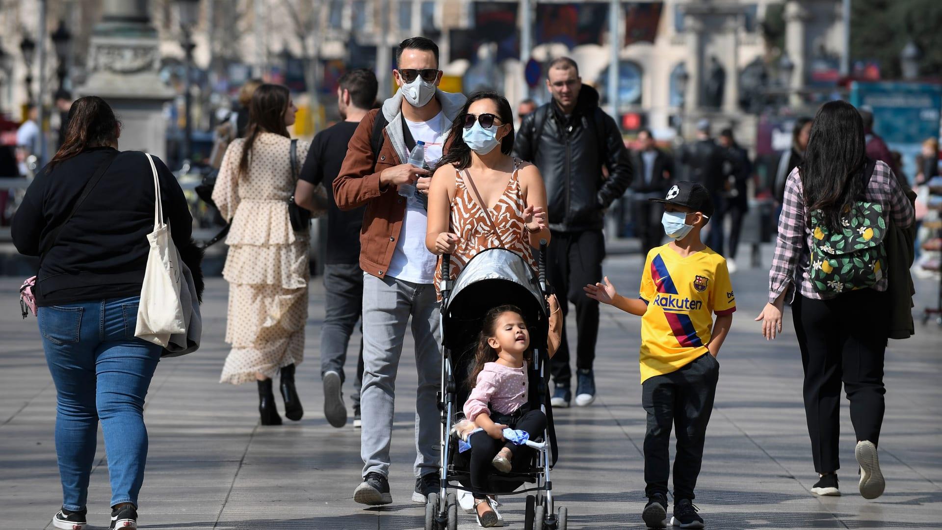 """بعد وصف فيروس كورونا بـ""""الجائحة"""".. ما هو الوباء؟ وهل يمكن إيقافه؟"""