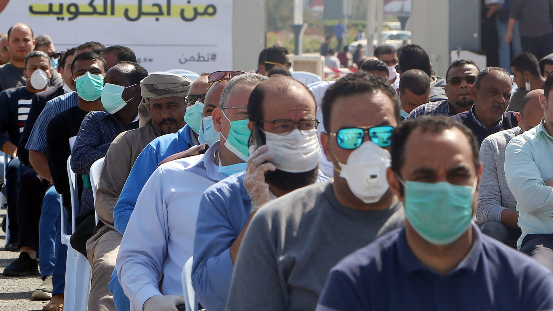 """شاهد.. طائرات """"درون"""" كويتية تلاحق الحشود خوفاً من انتشار فيروس كورونا"""