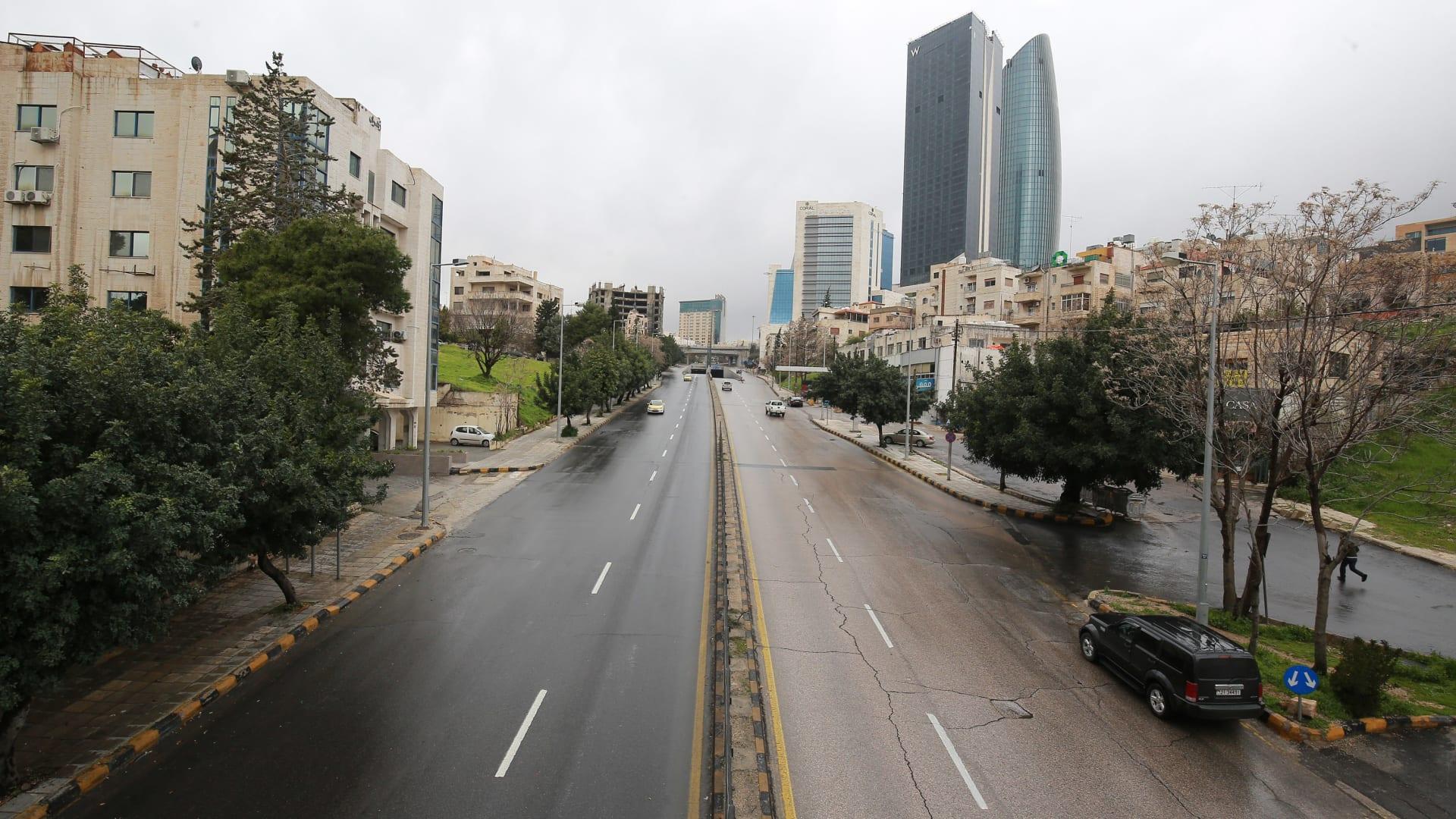 شوارع عمّان في اليوم الأول لحظر التجول