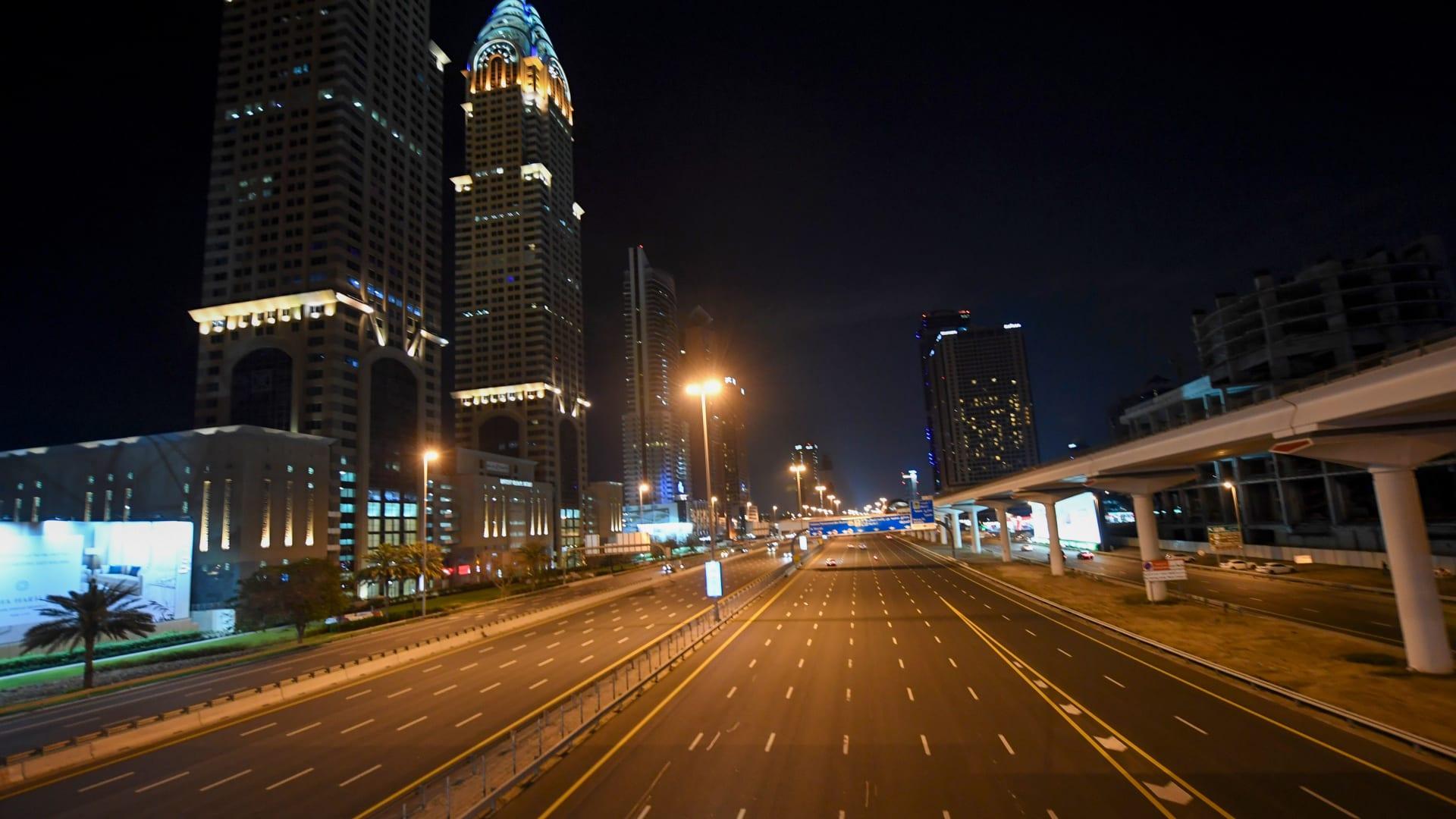 الإمارات تتخذ إجراءات لاحتواء تفشي فيروس كورونا