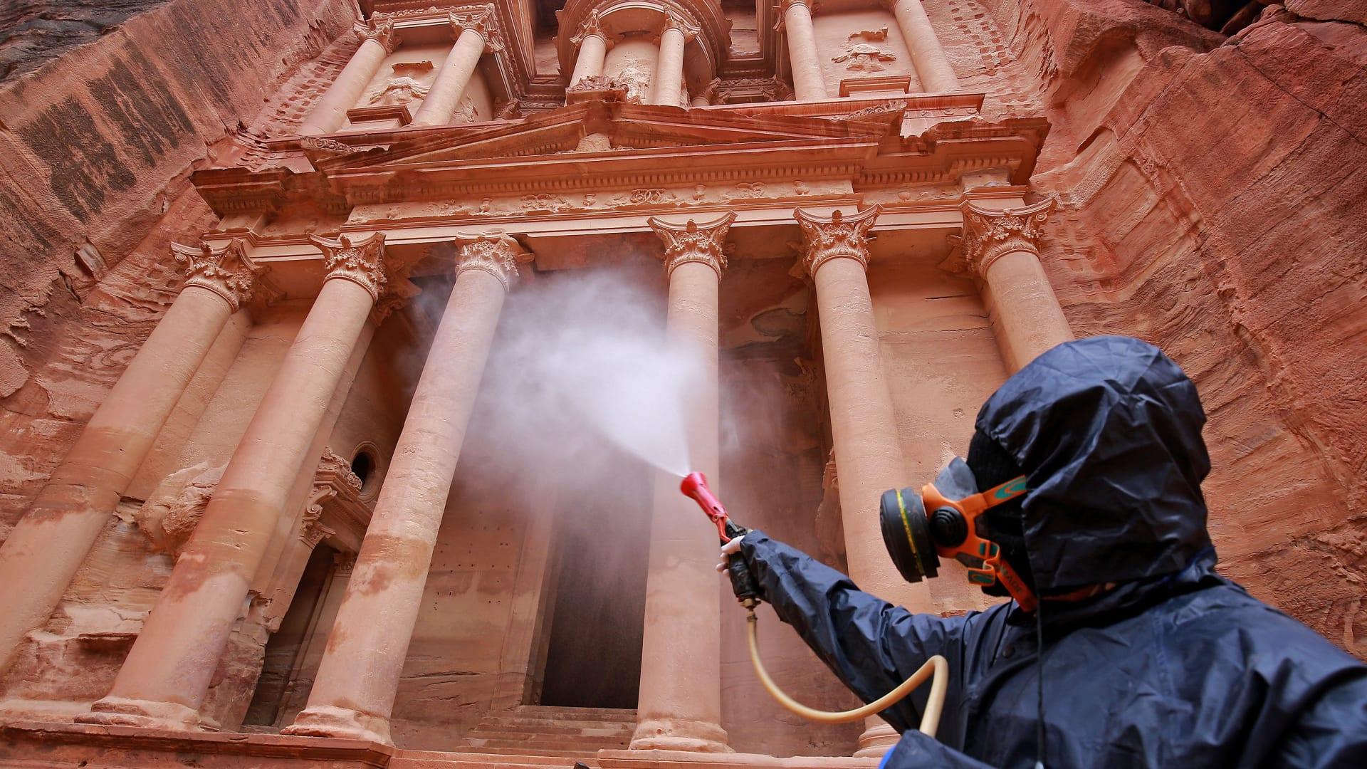 وزير الصحة الأردني لـCNN: قد نتمكن من احتواء فيروس كورونا في غضون اسبوعين