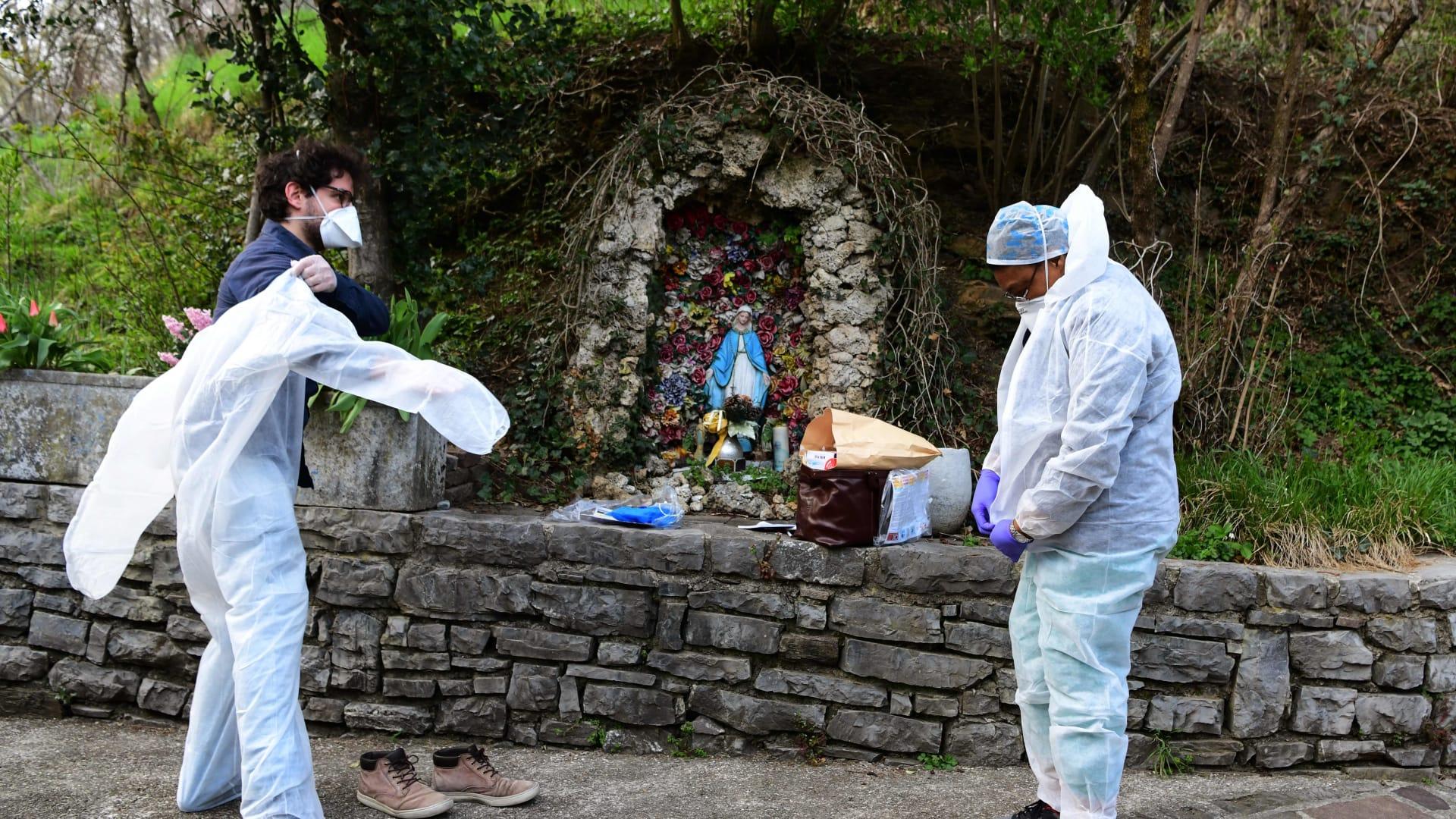 """لا يمكنهم القيام بـ""""الوداع الأخير"""" هذا حال الموتى جراء فيروس كورونا المستجد في إيطاليا"""