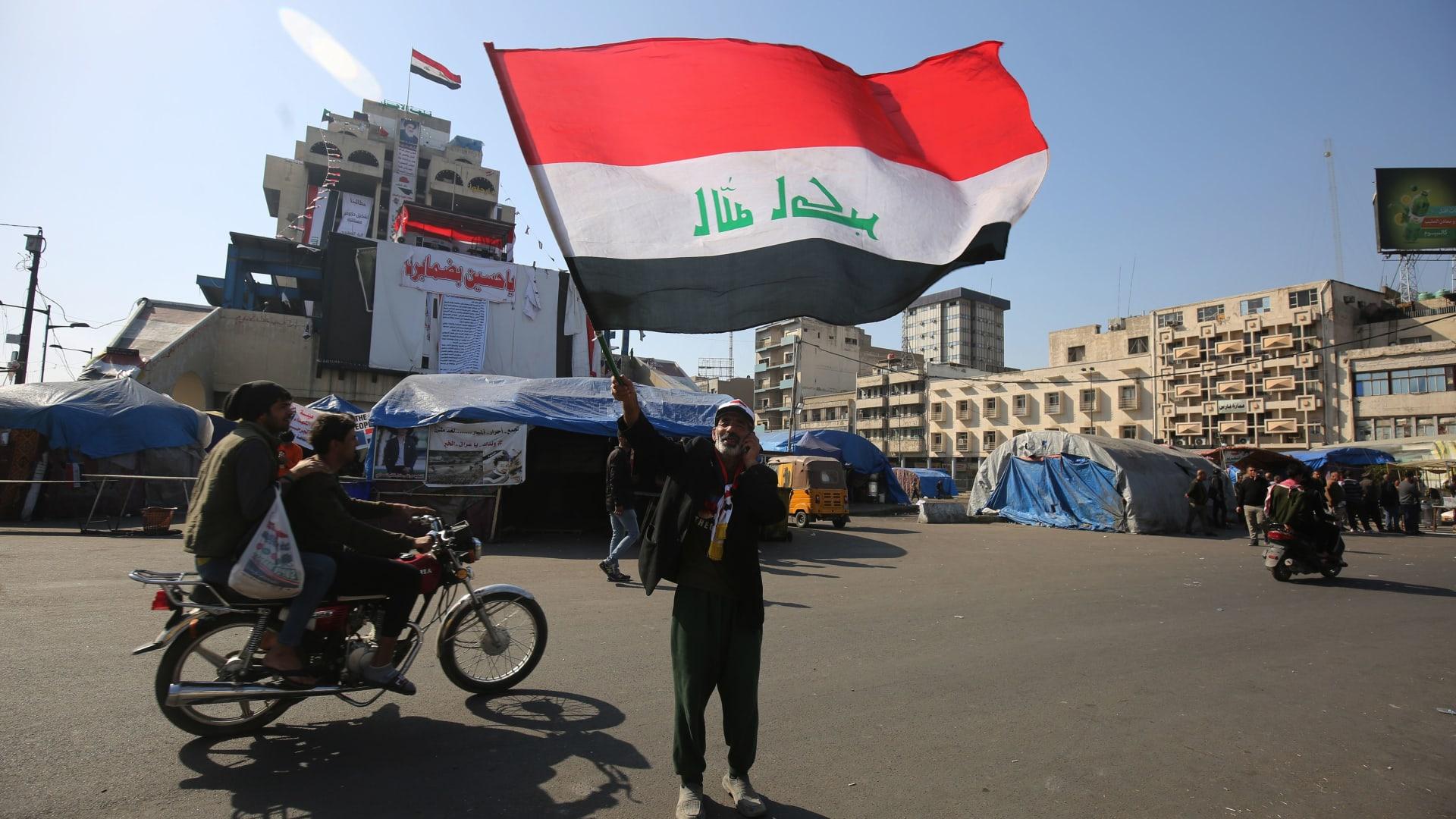 رصاص حي وغاز.. اشتباكات مستمرة بين المحتجين والأمن بالعراق