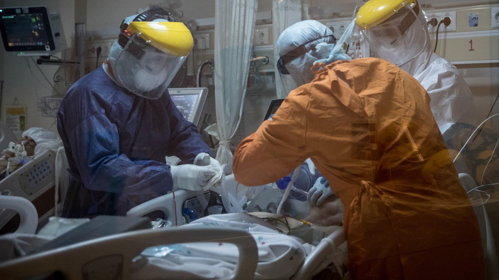 """طبيب يوضح تشابه مرض """"كاواساكي"""" لدى الأطفال مع """"كوفيد-19"""""""