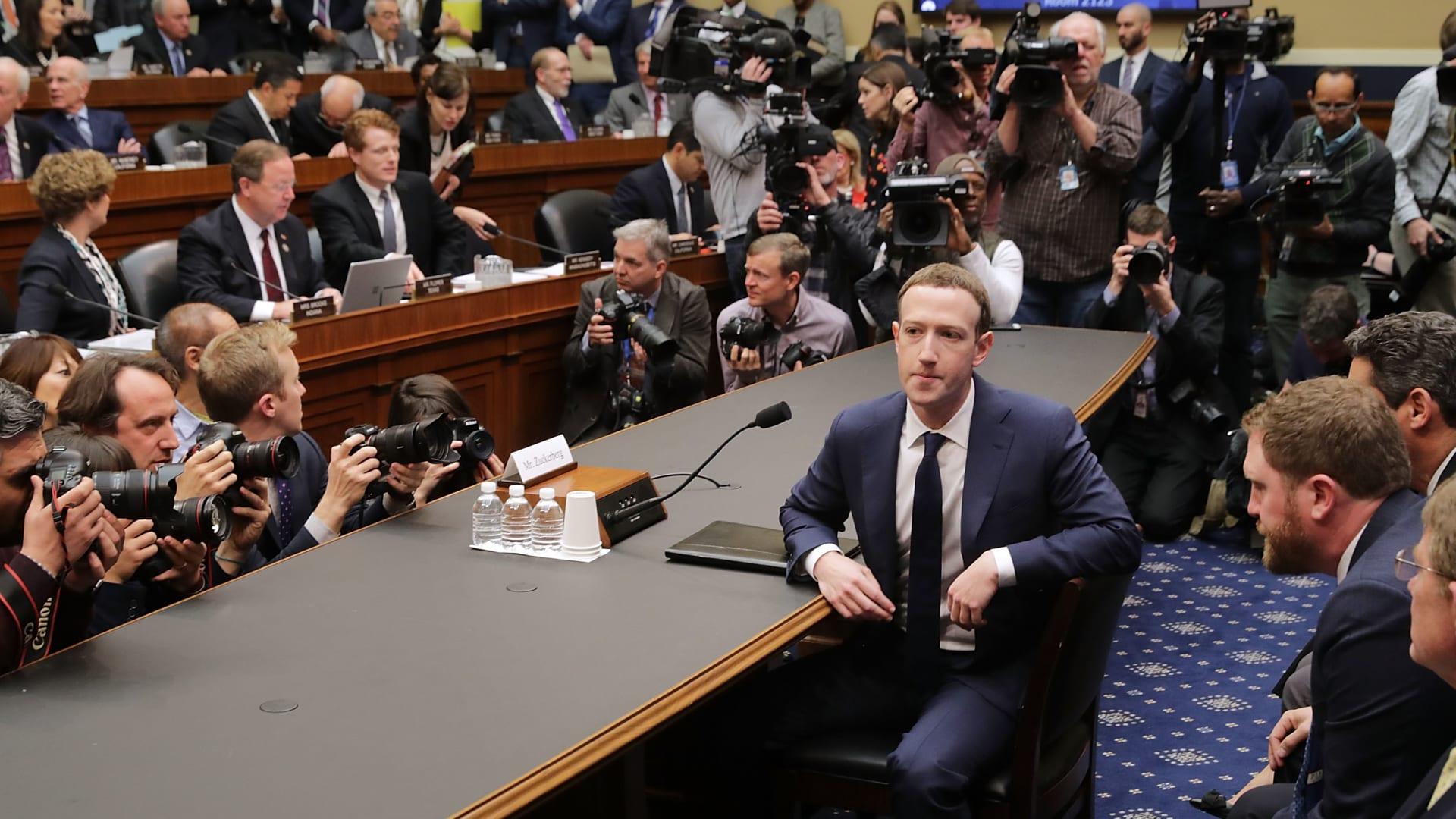 شاهد كيف كانت ردة فعل مؤسس فيسبوك بعد مقارنته بترامب