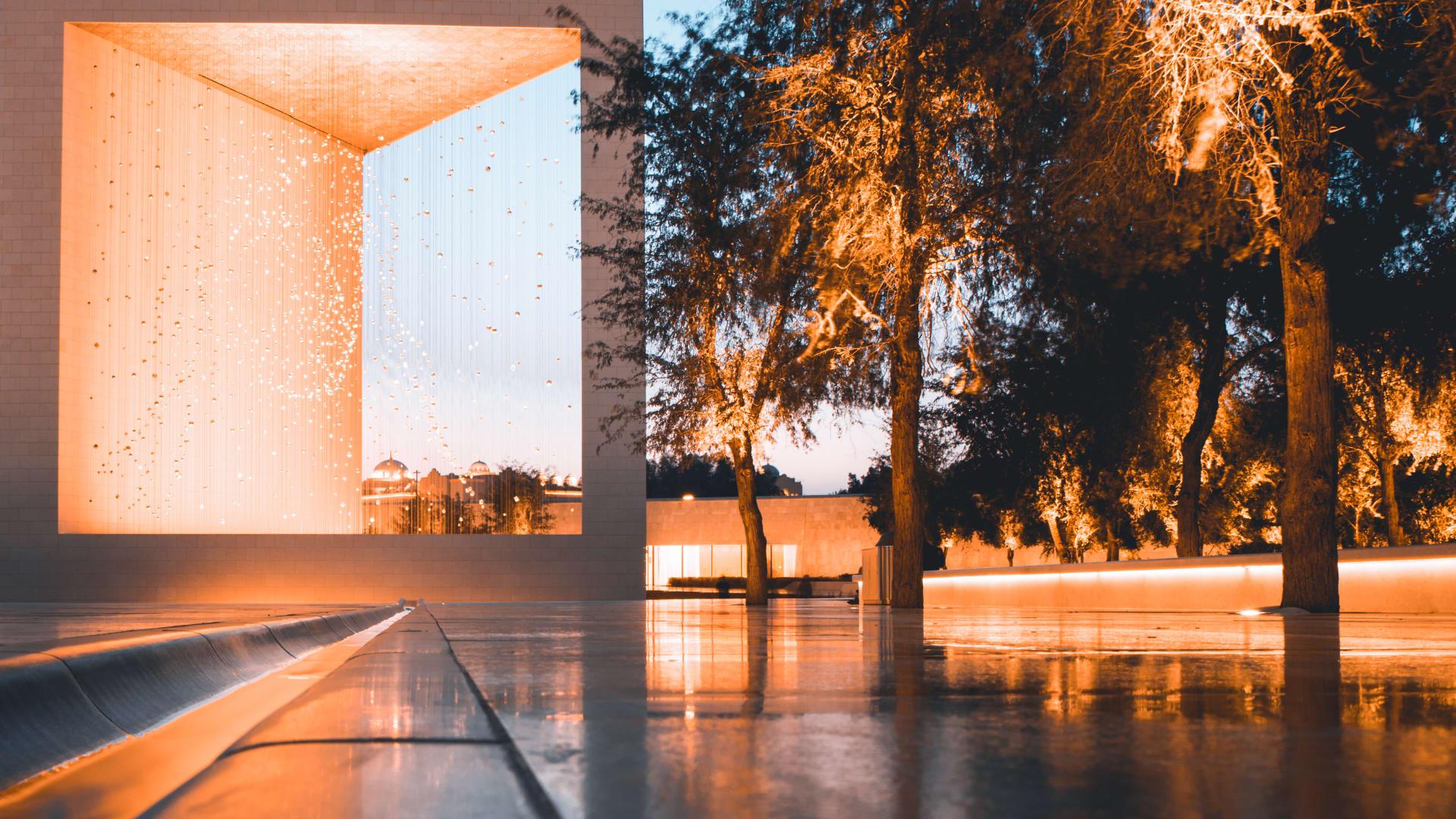 المصور الأردني أحمد عبيدات في قرية التراث في أبوظبي - الإمارات العربية المتحدة