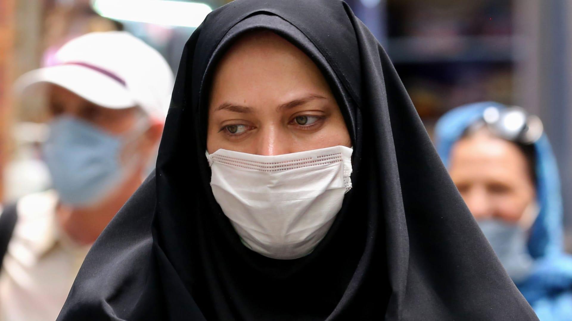 """إيران تعيد فتح """"الأماكن المقدسة"""" بعد شهرين من الإغلاق بسبب كورونا"""