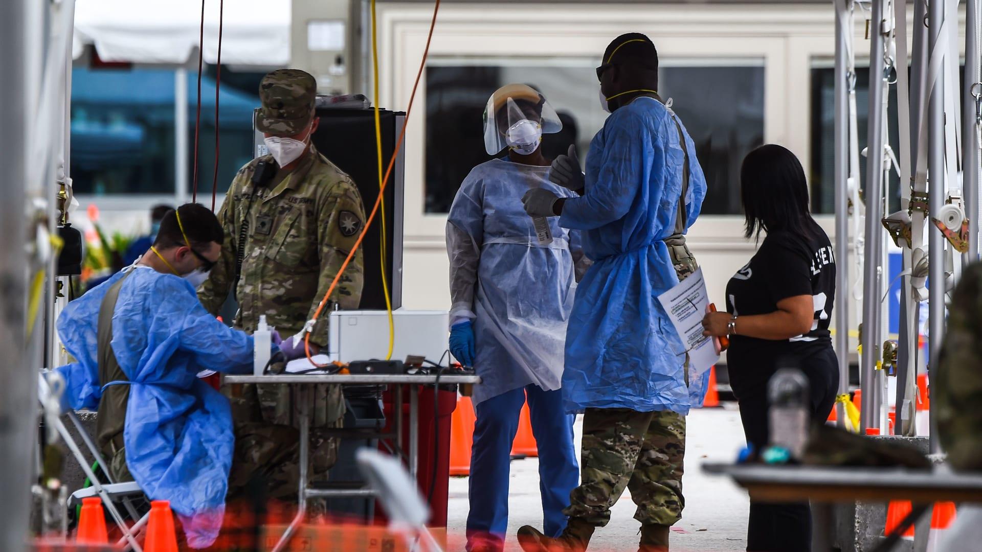 رغم من جهودها المتواصلة لإعادة الفتح .. الولايات المتحدة تشهد عودة في حالات الإصابة بفيروس كورونا