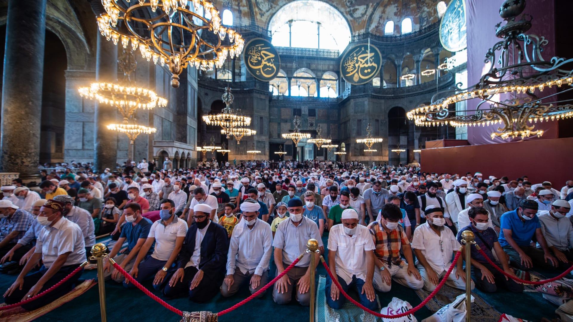 لحظات وصول أردوغان إلى آيا صوفيا لأداء أولى صلوات الجمعة بعد تحويله إلى مسجد