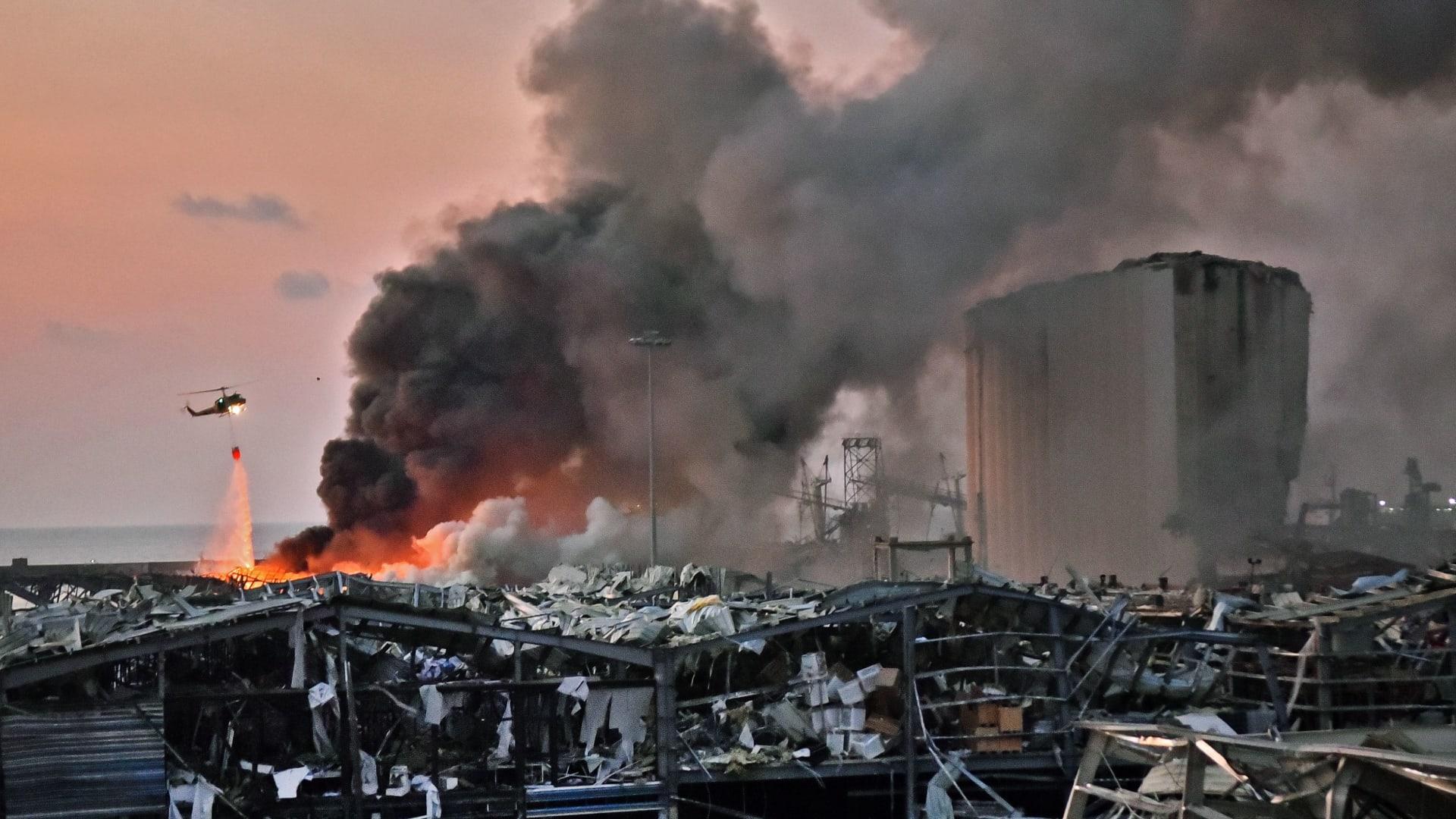 محافظ بيروت: انفجار المرفأ يشبه تفجير هيروشيما وناغازاكي.. وتقرير مبدئي خلال أيام