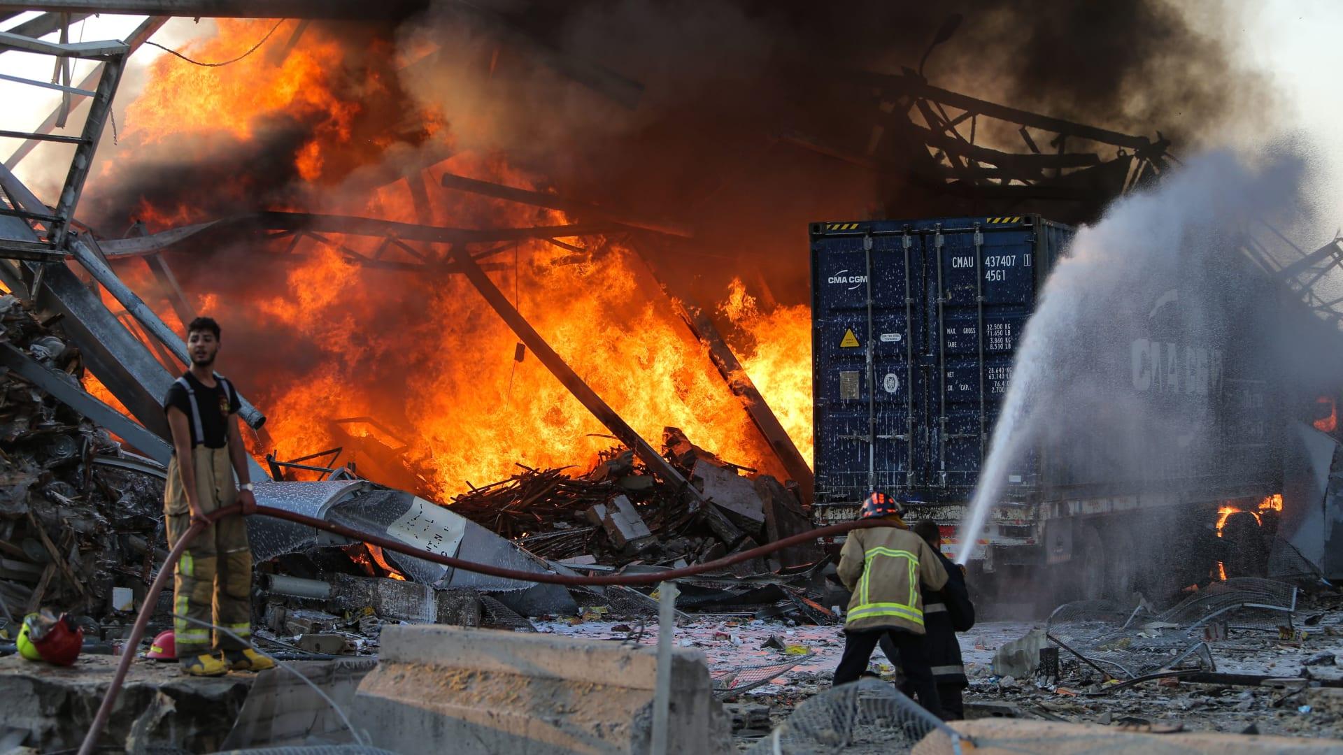 بعد انفجار بيروت.. مشهد يذهل هذا المصور لممرضة تنقذ 3 أطفال حديثي الولادة - المصور بلال جويش
