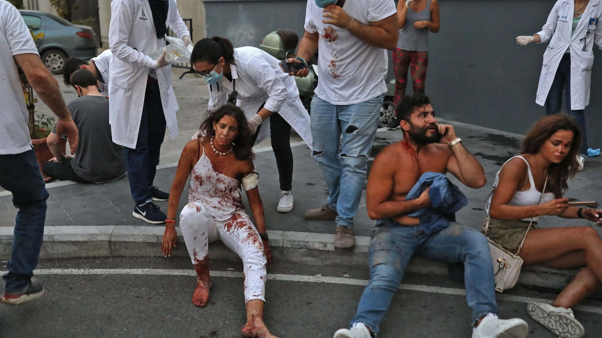 لبنانيون يروون الرعب الذي عاشوه لحظة انفجار بيروت: لبنان سوف يعود