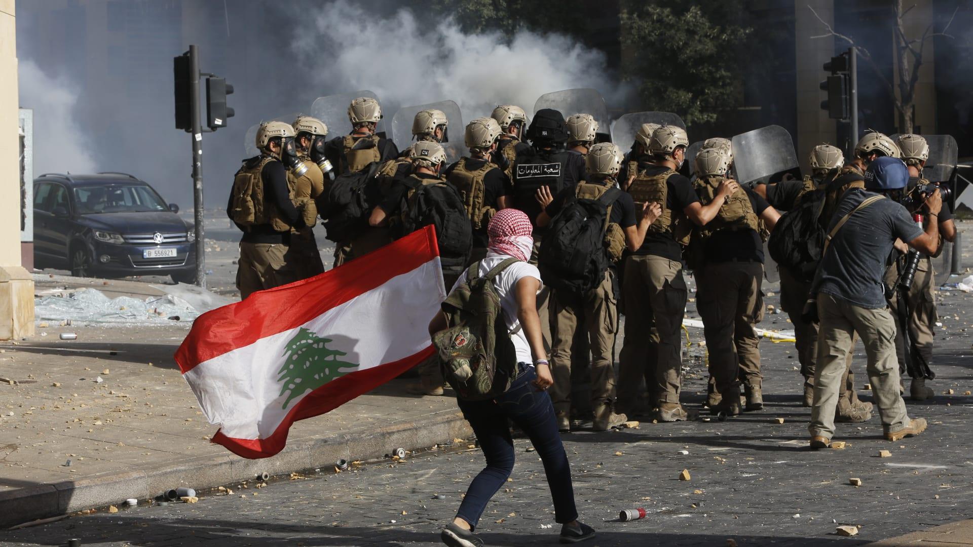 هتافات في وسط بيروت ومشانق افتراضية في الشوارع