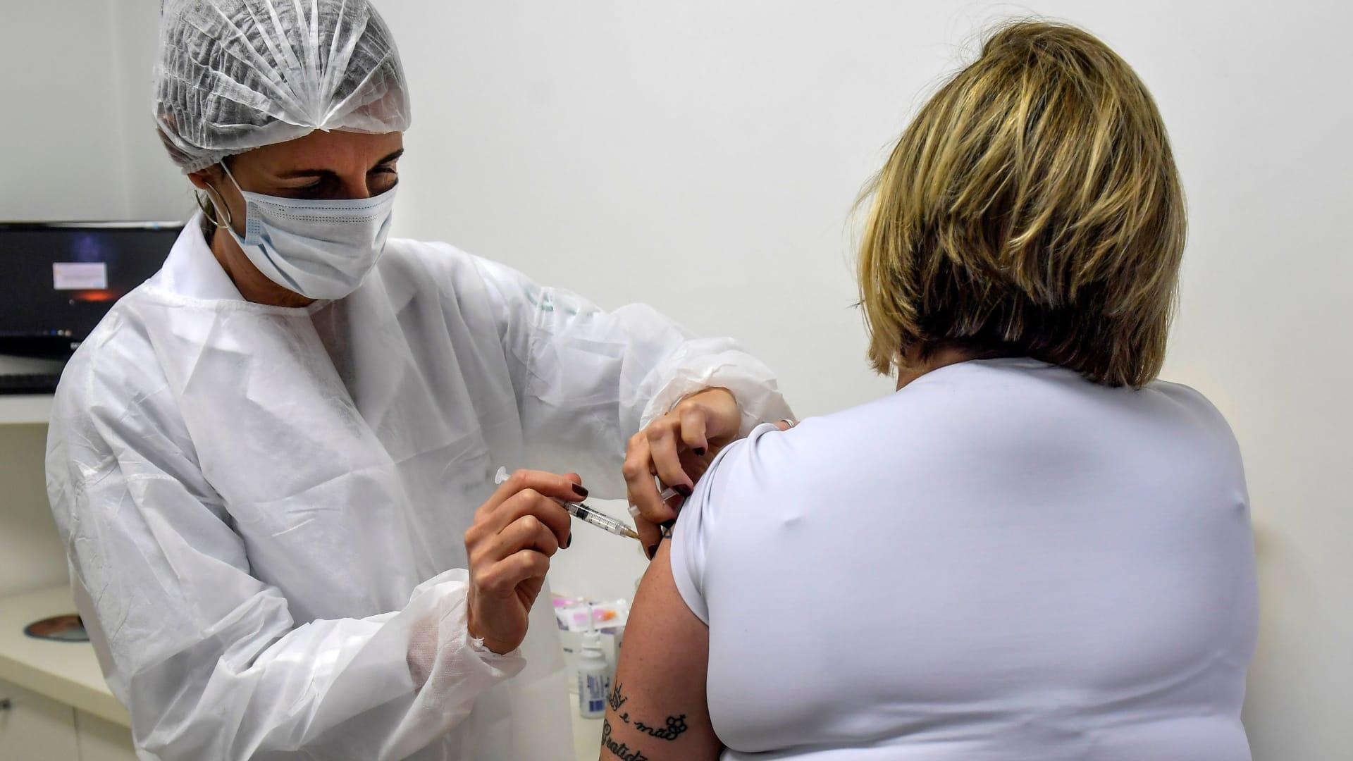 بعد روسيا.. الصين تمنح براءة اختراع للقاح كورونا جديد