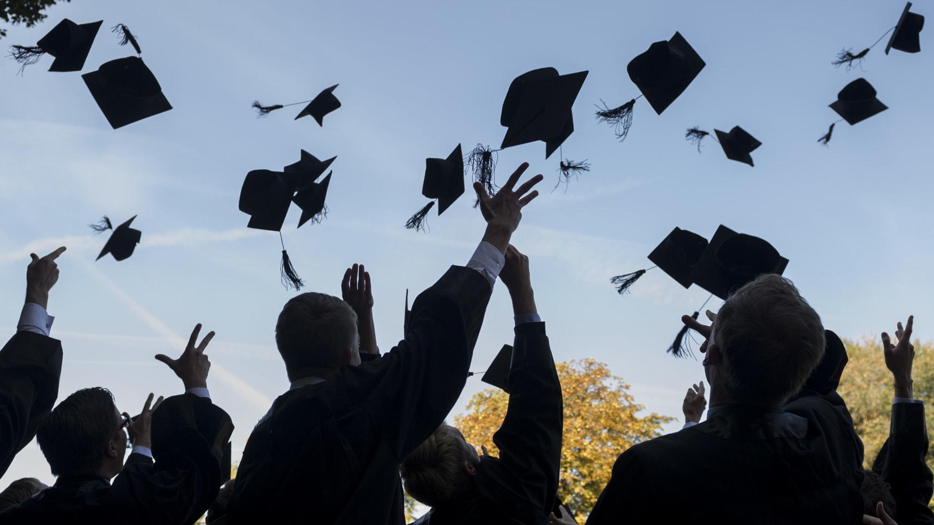 توفر نقلة نوعية بالتعليم.. جامعة تمثل حلاً لأزمة التعليم لدى اللاجئين والمتضررين من كورونا