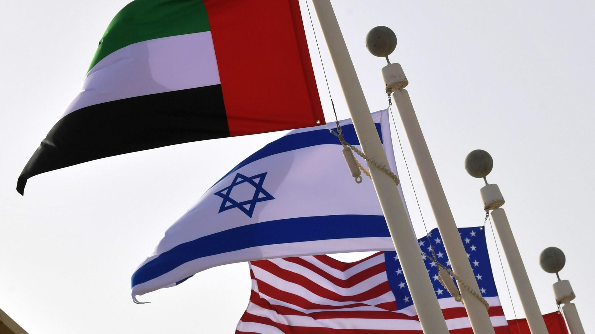 مذيع CNN من مطار الرئاسة بأبوظبي: لحظة تاريخية للعلاقة بين الإمارات وإسرائيل