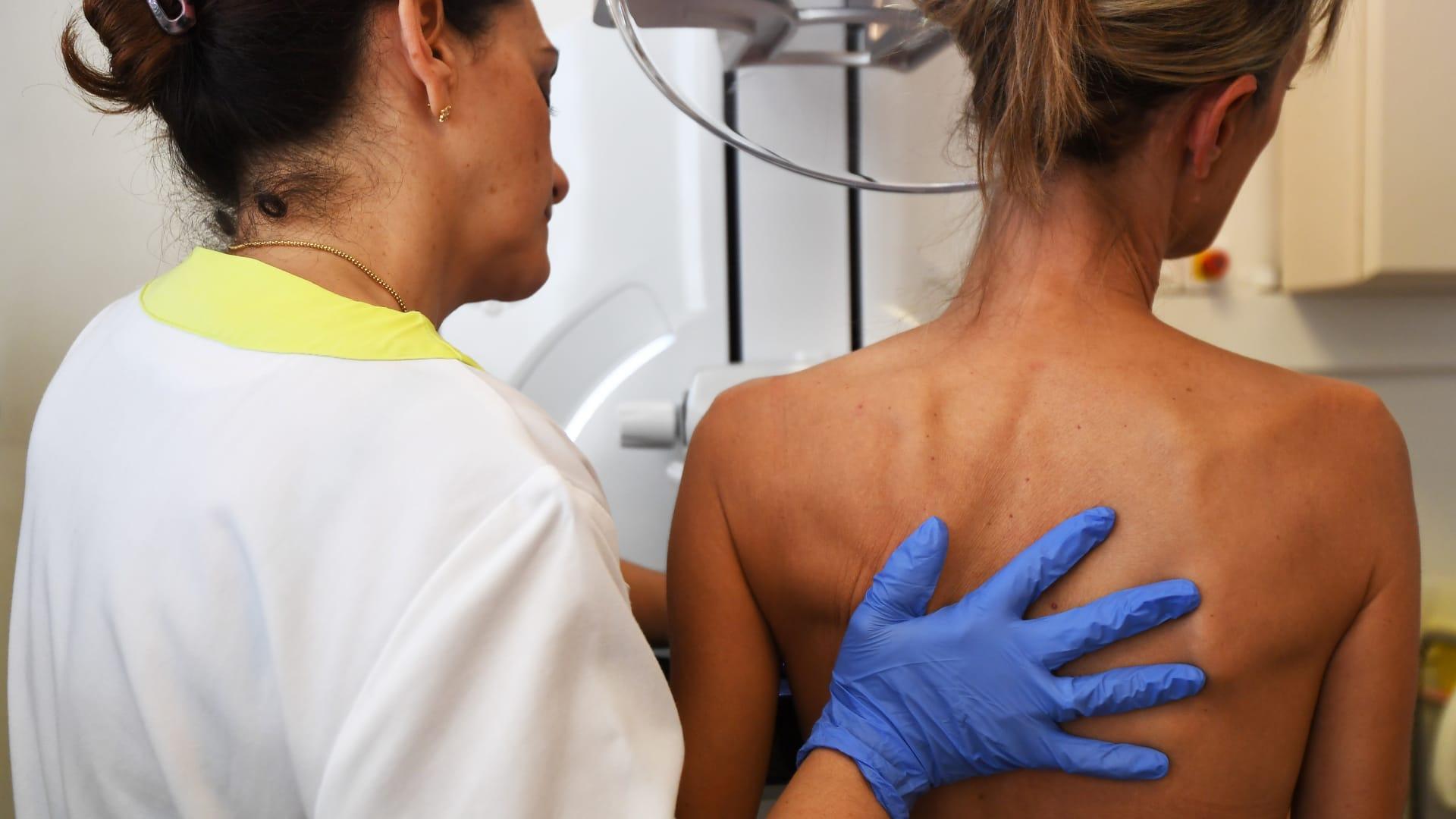 إدارة الغذاء والدواء الأمريكية توافق على علاج لسرطان الثدي من المنزل