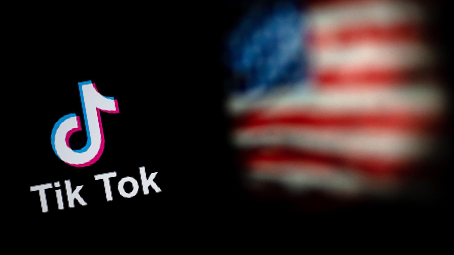 هل يشكل تيك توك ووي تشات تهديدات حقيقية للأمن القومي؟ خبراء يوضحون لـCNN المخاطر