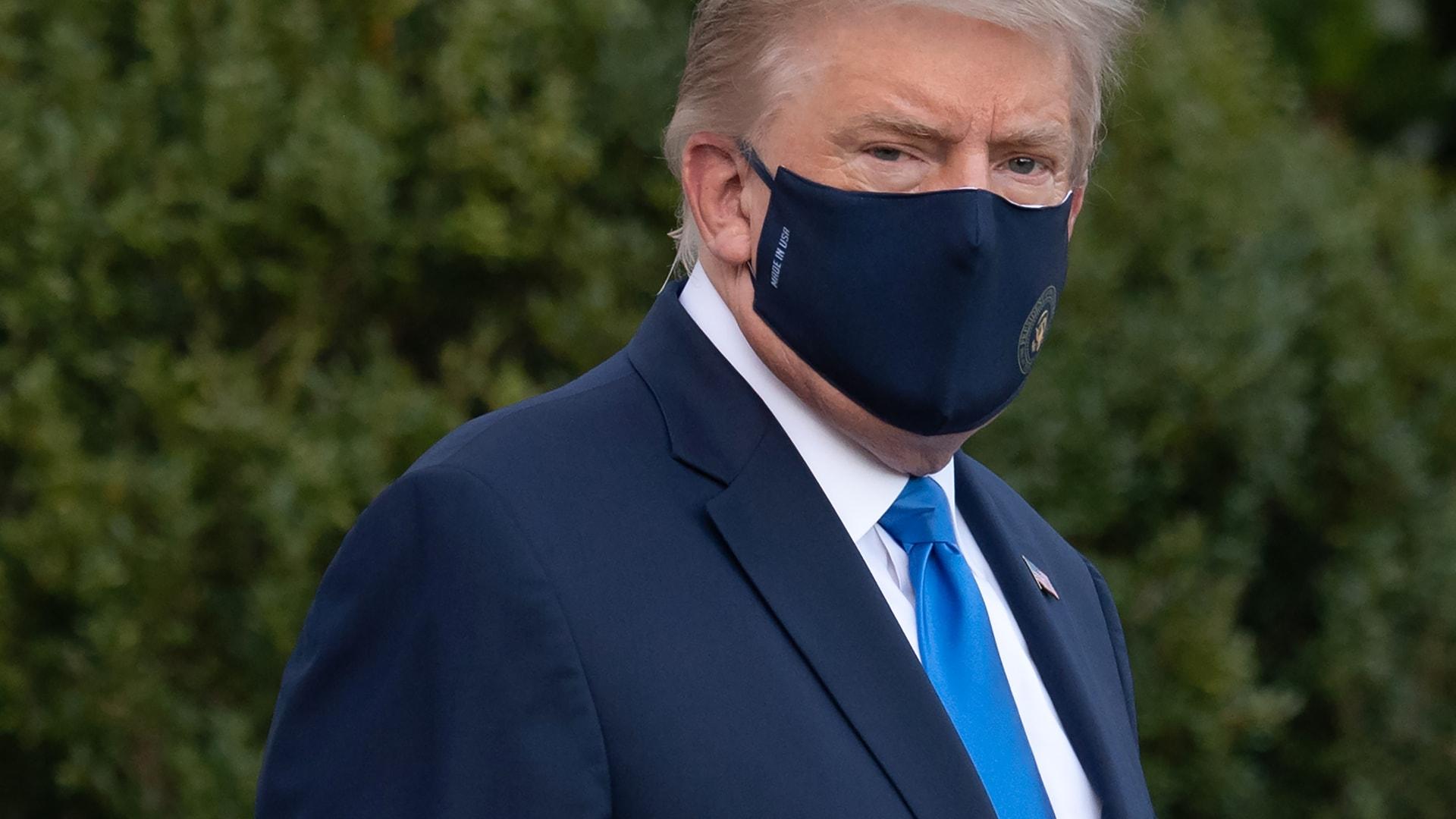 مذيع فوكس نيوز: ترامب أصيب بفيروس كورونا وهو في أكثر وضع أمانا بالعالم
