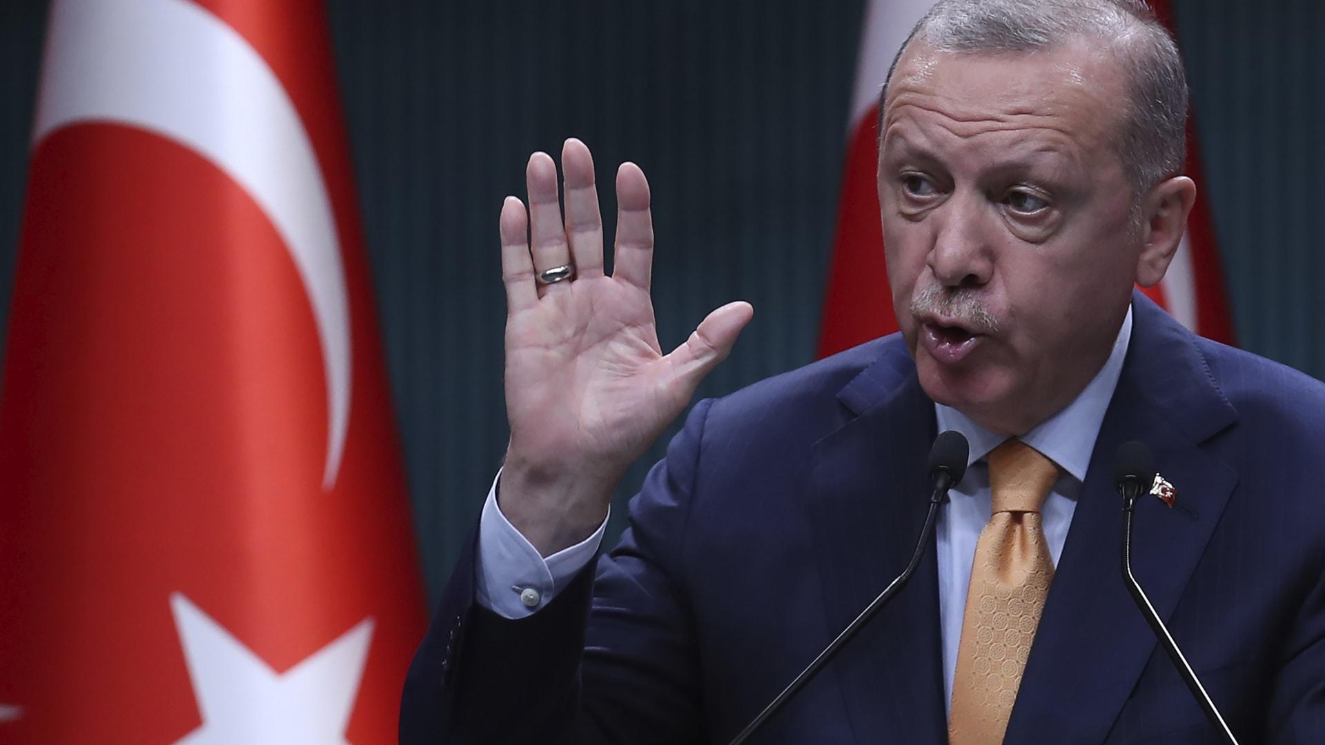 خلفان لـCNN: الإخوان لم يعلقوا على علاقات أردوغان بإسرائيل.. والسواد الأعظم بشعب الإمارات مؤيد