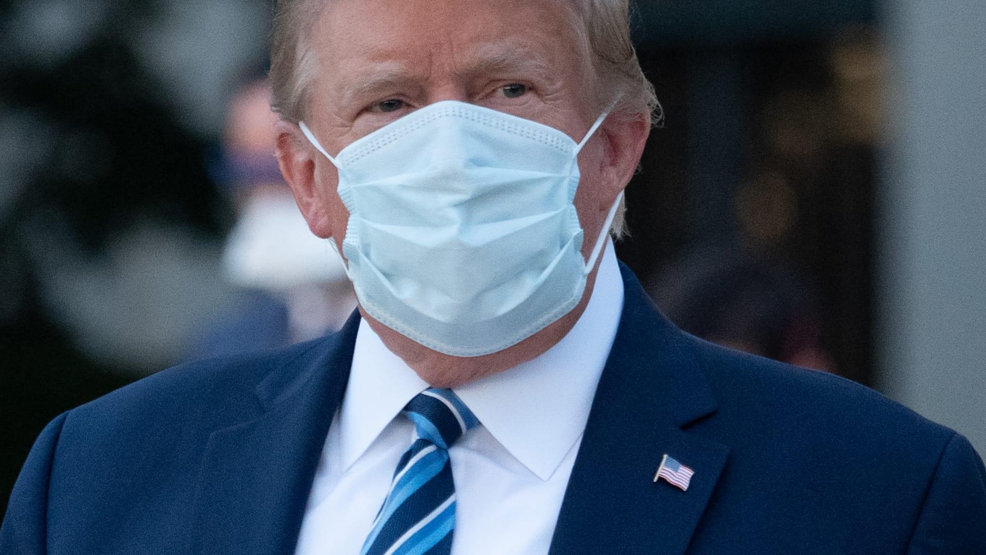 رغم إصابته كورونا.. هذا سجل تصريحات ترامب الكاذبة حول حقيقة الوباء