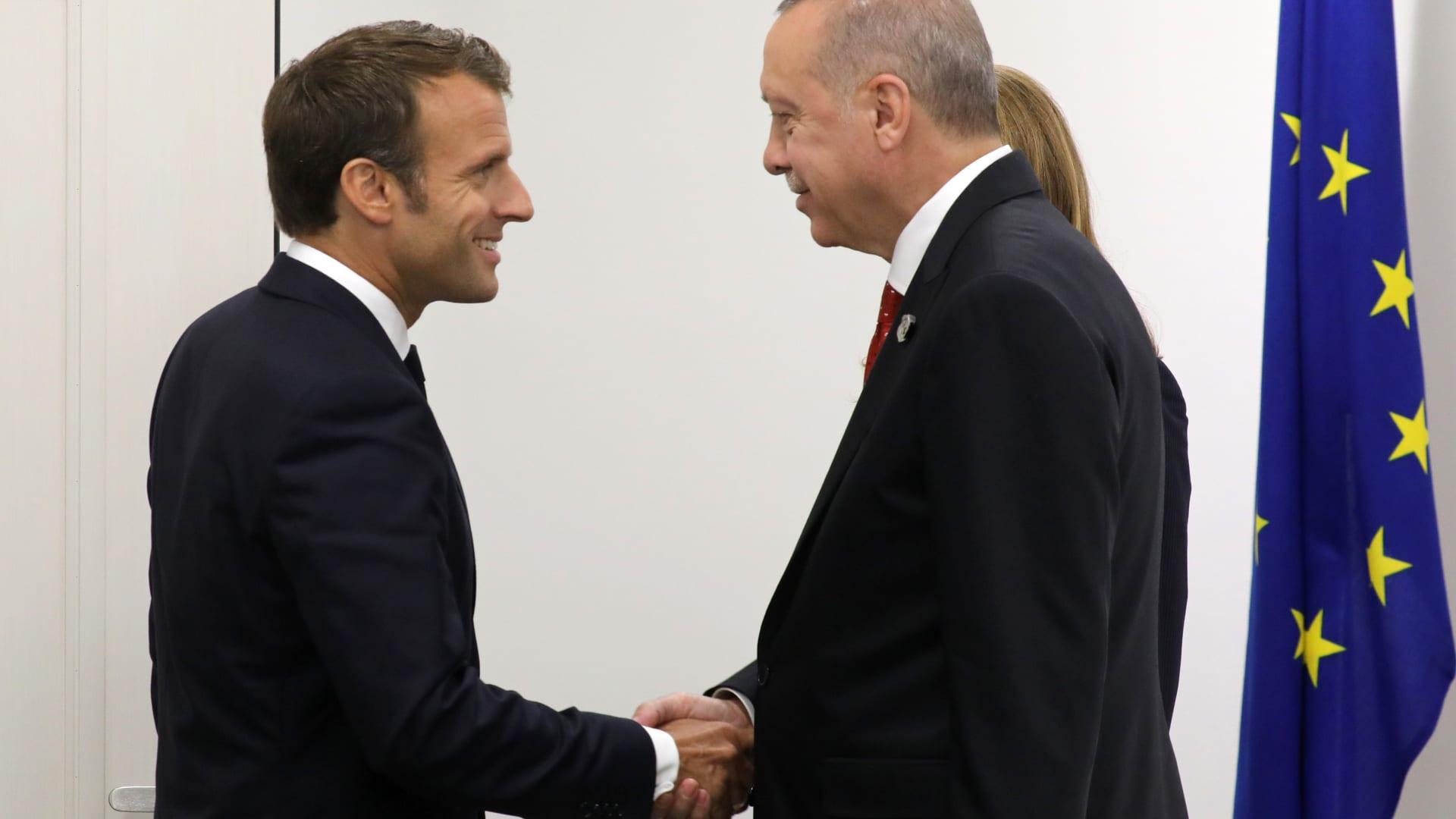 فرنسا تمنح المدرس الذي قُطع رأسه أعلى وسام شرف
